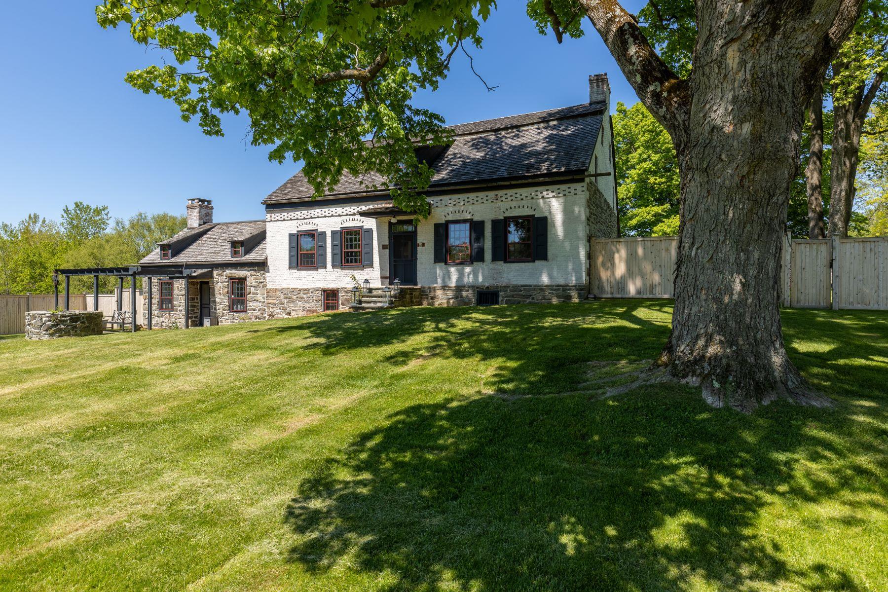 Single Family Homes 為 出售 在 The Shuart-Van Orden House 41 Allhusen Road, New Paltz, 纽约 12561 美國