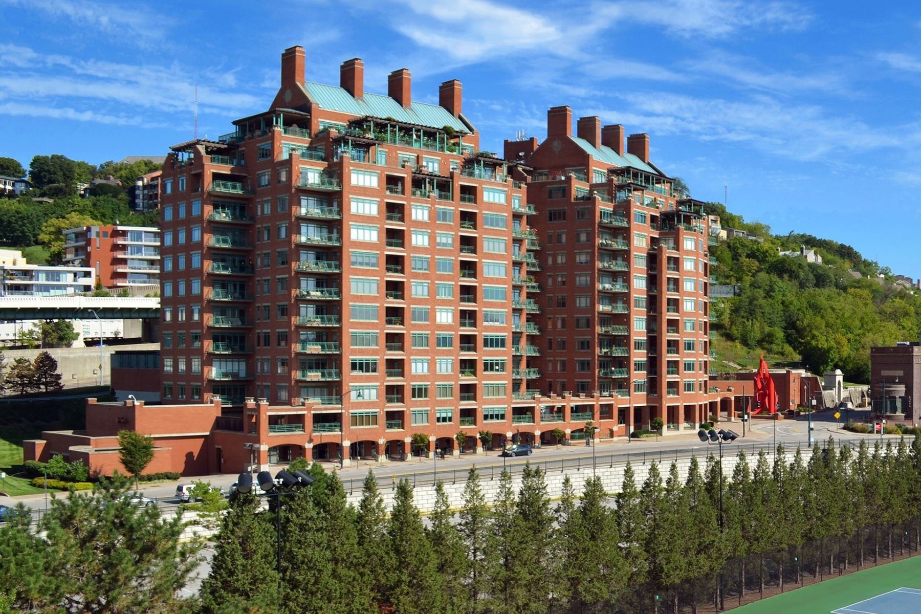 Condominiums por un Venta en 900 Adams Crossing, #7700, Cincinnati, OH 45202 900 Adams Crossing, #7700 Cincinnati, Ohio 45202 Estados Unidos