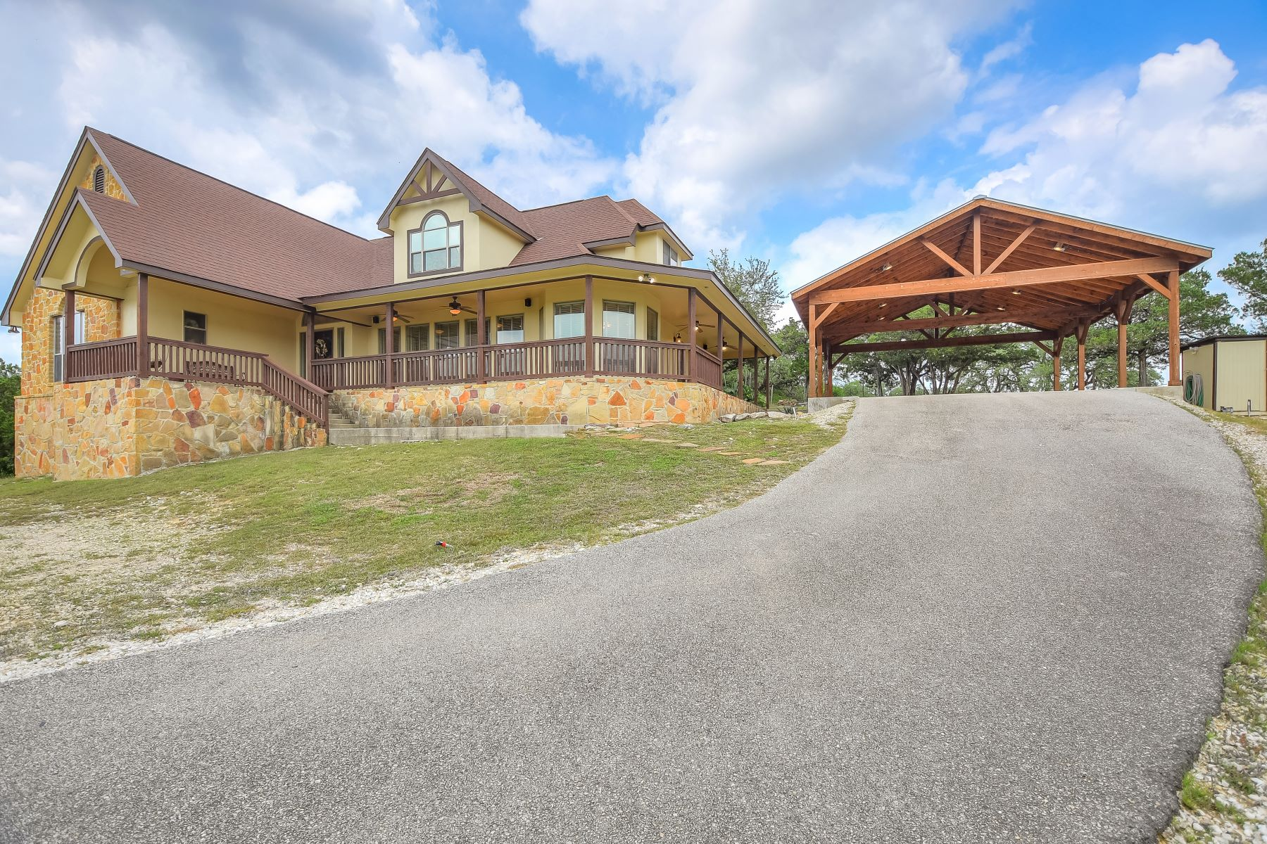 Single Family Homes 용 매매 에 Hill Country Gem with Amazing Views 9715-6 Park Drive, Helotes, 텍사스 78023 미국