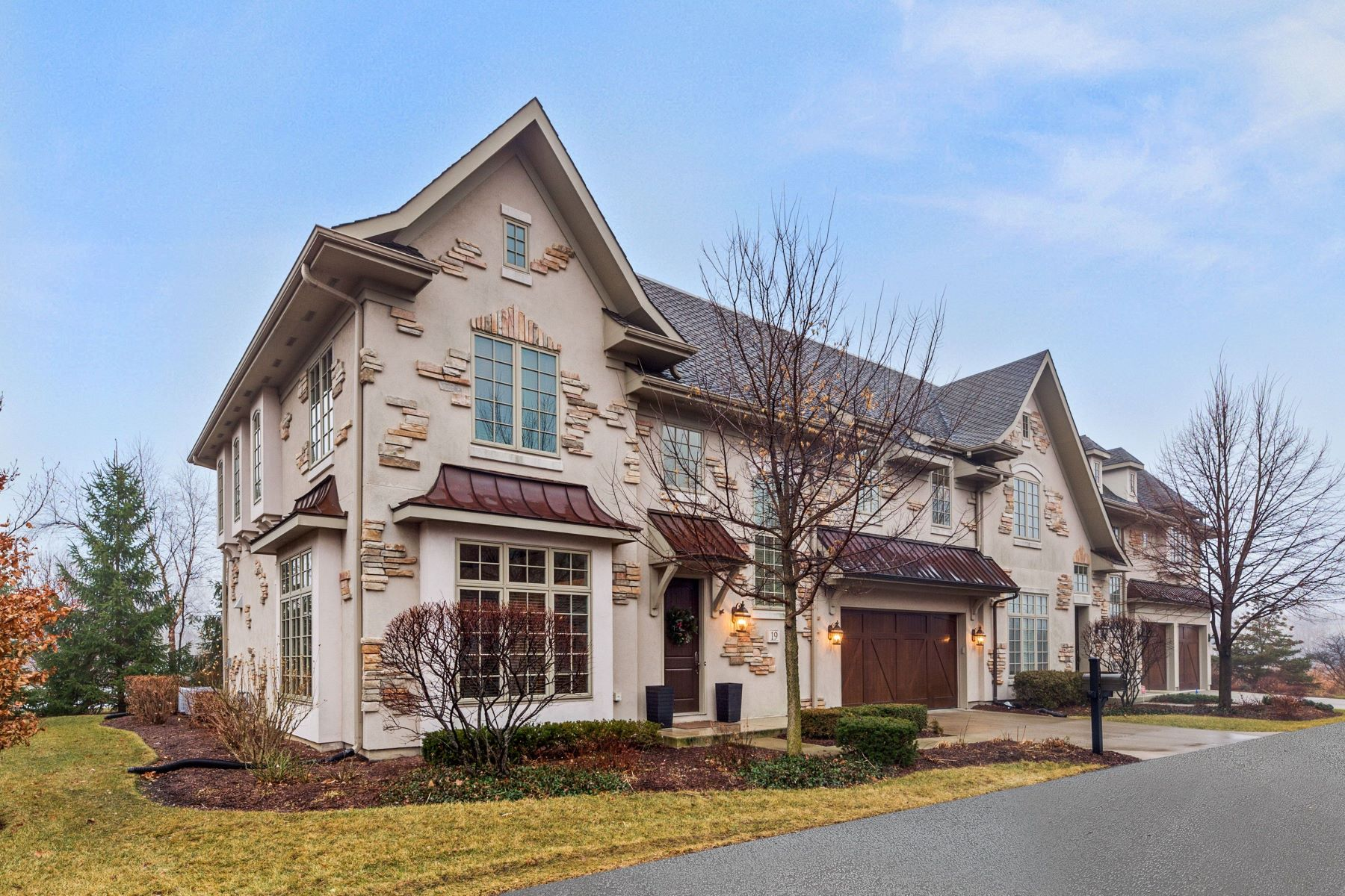 townhouses for Active at Enjoy Townhome Living 19 Willowcrest Drive Oak Brook, Illinois 60523 United States