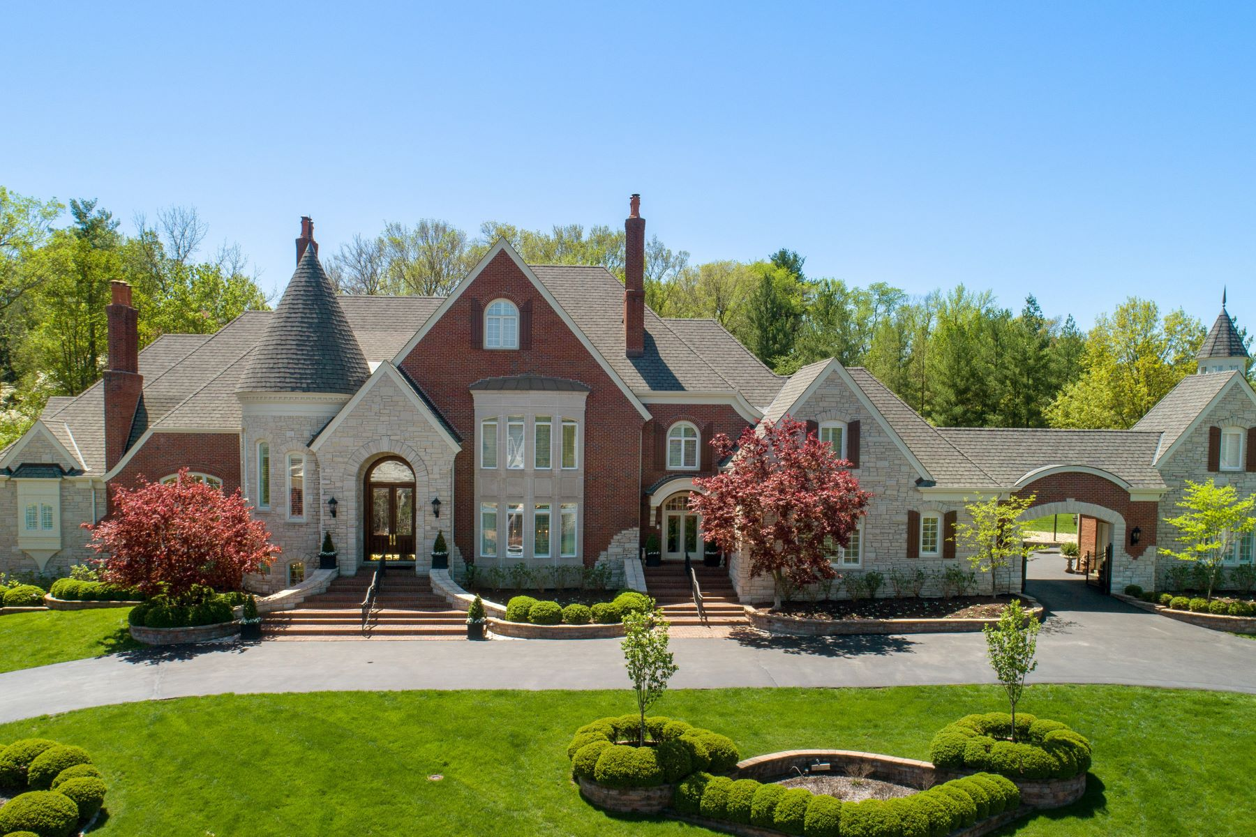Additional photo for property listing at The Embodiment of a Life Well Lived! 4 Lochinvar Drive Town And Country, Missouri 63131 United States