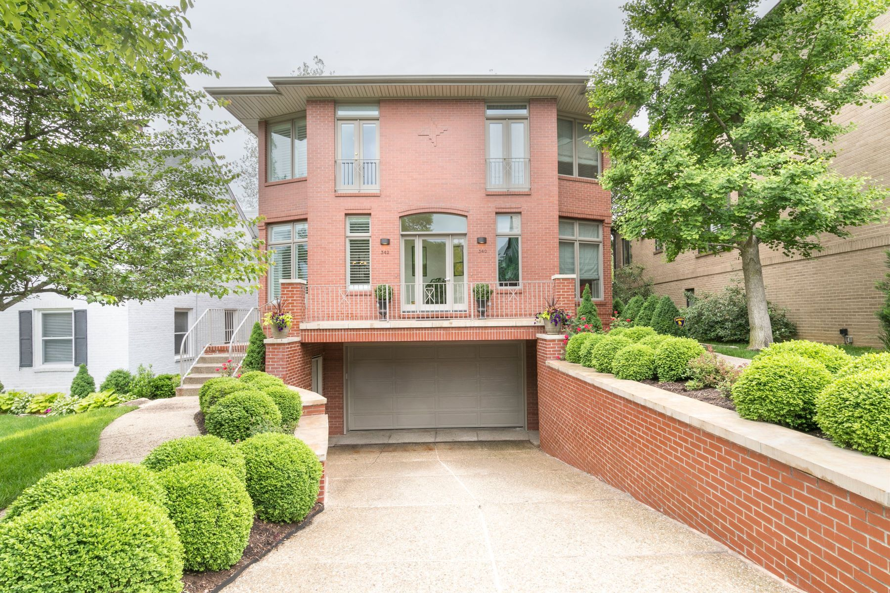 Condominiums for Sale at Attractive Townhome in Old Town Clayton 342 North Central Avenue Clayton, Missouri 63105 United States
