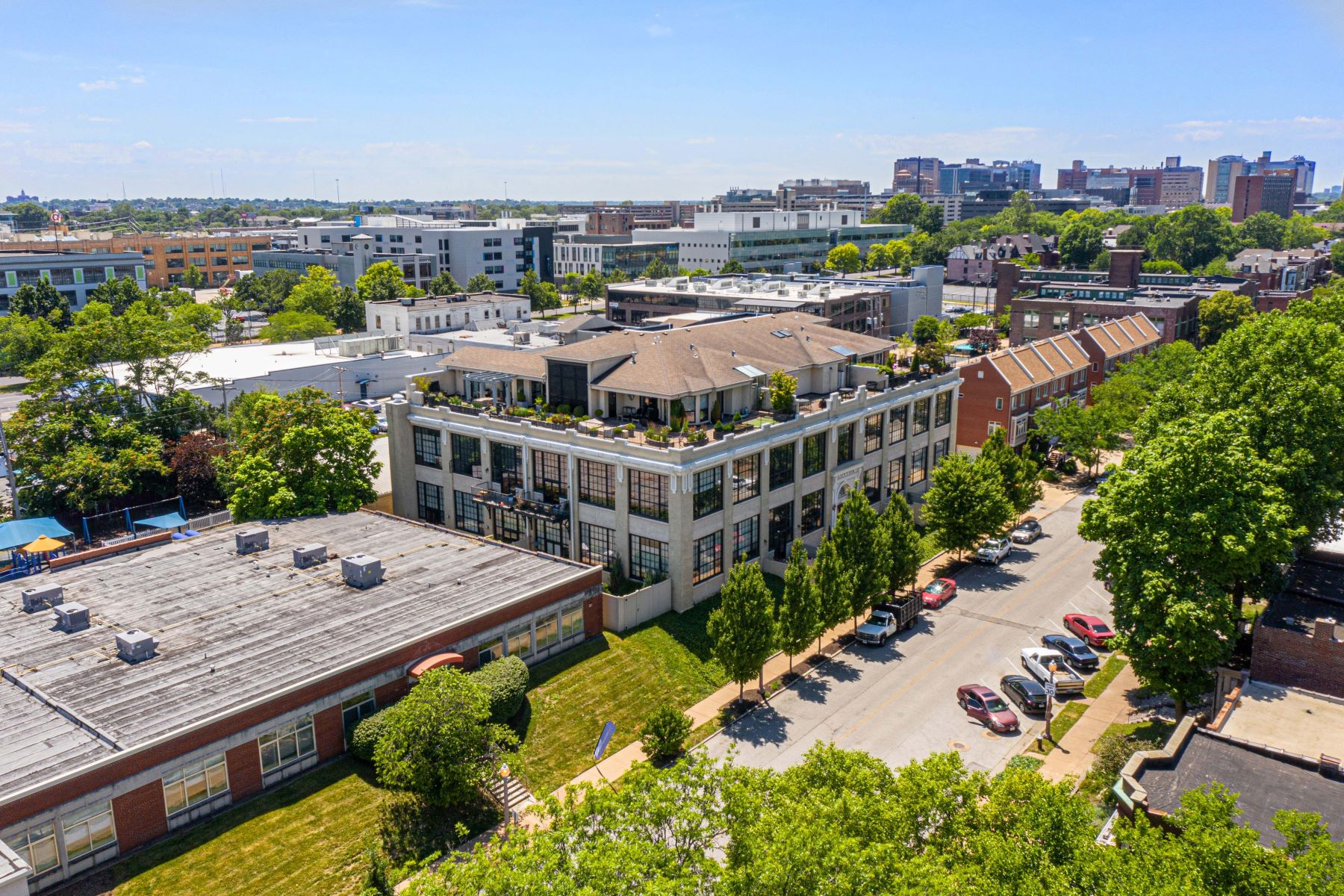 Additional photo for property listing at Two-story loft condo in the Central West End 4200 Laclede Avenue #201 St. Louis, Missouri 63108 United States