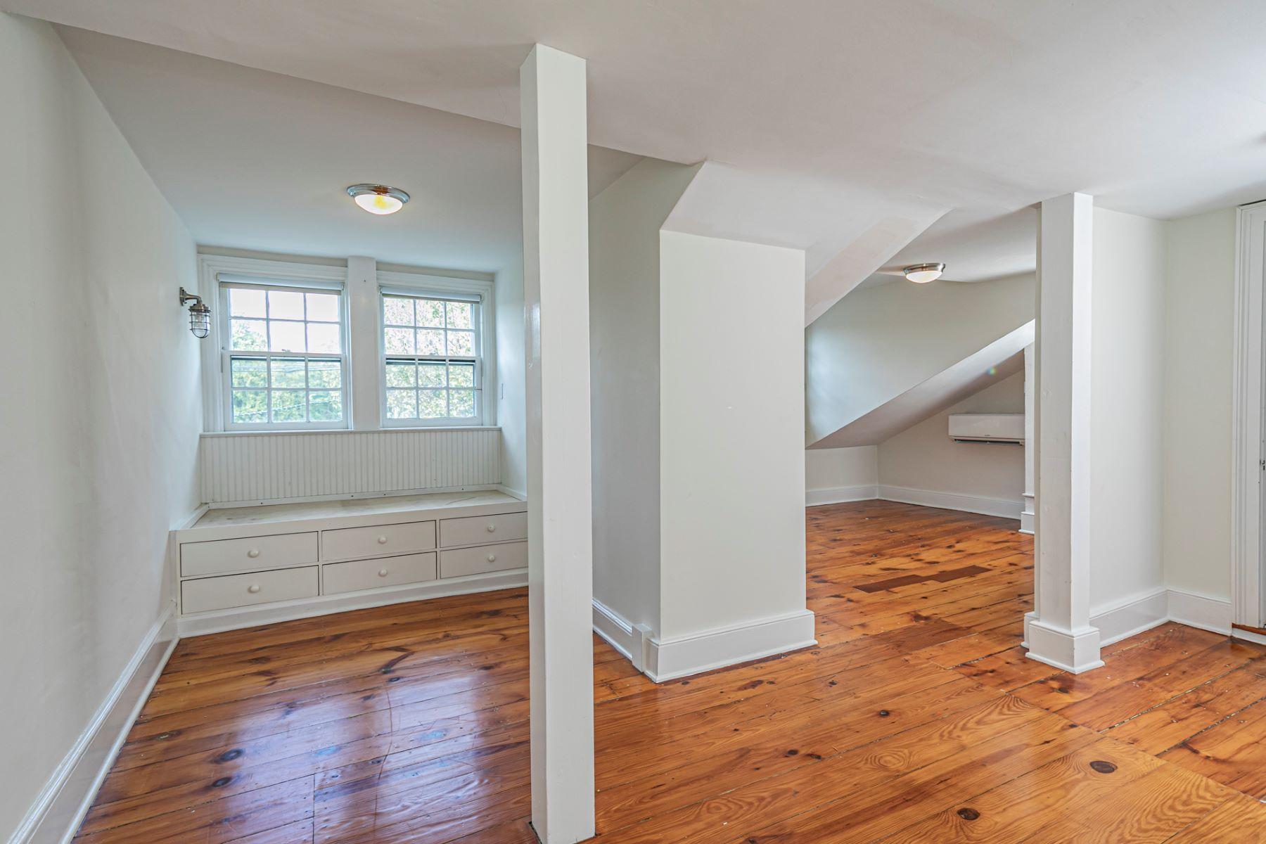 Additional photo for property listing at Newly Renovated 1825 Gem, Right in Town 40 Mercer Street, Princeton, New Jersey 08540 Hoa Kỳ