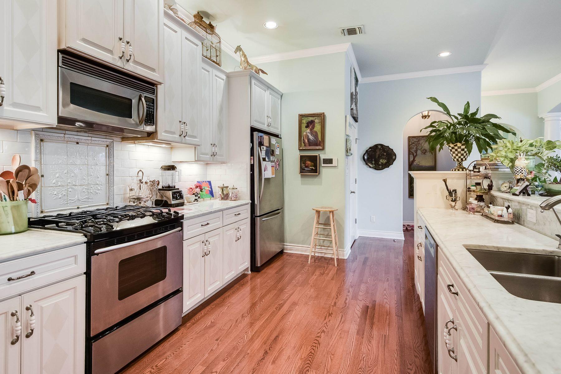 Additional photo for property listing at Condominium in Alamo Heights 320 Kampmann Avenue #2B San Antonio, Texas 78209 United States