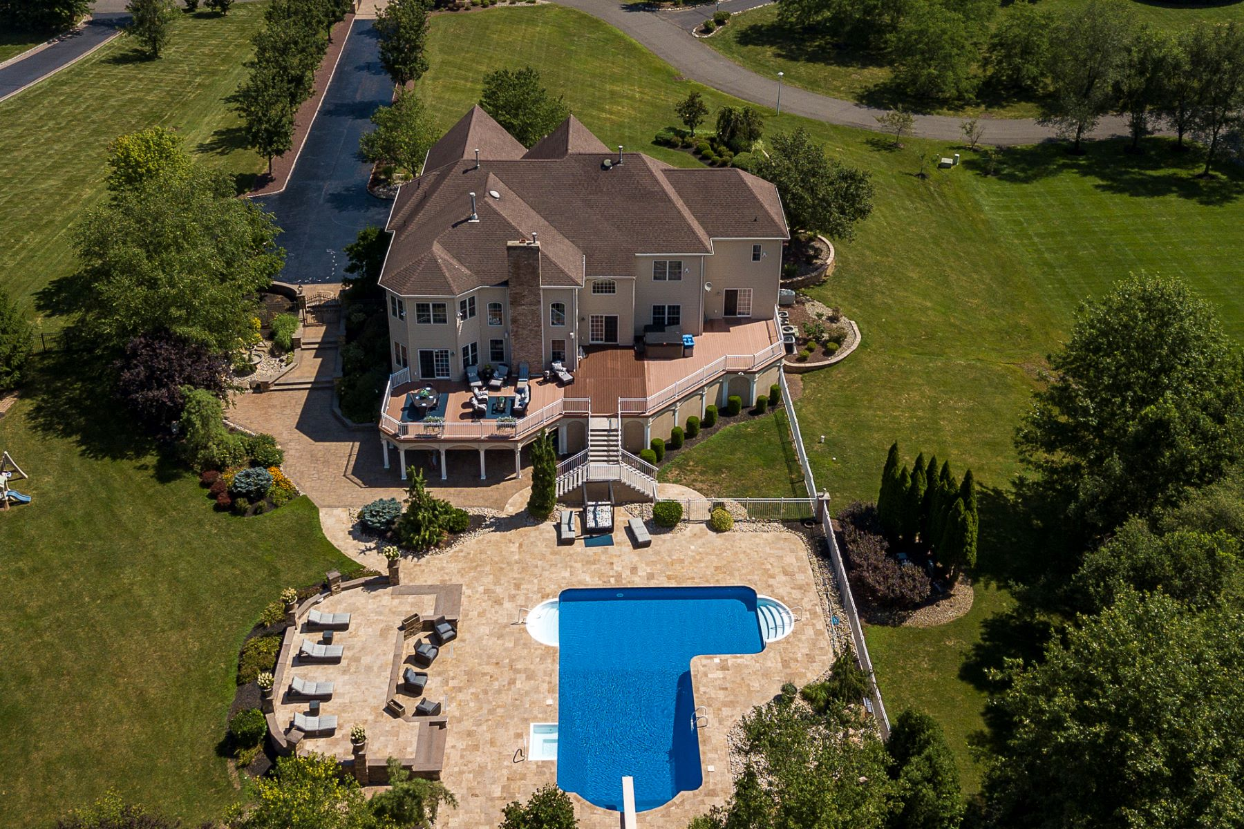 Additional photo for property listing at All the Luxuries of a Resort and More! 6 Harvest Bend Road, Robbinsville, New Jersey 08691 United States