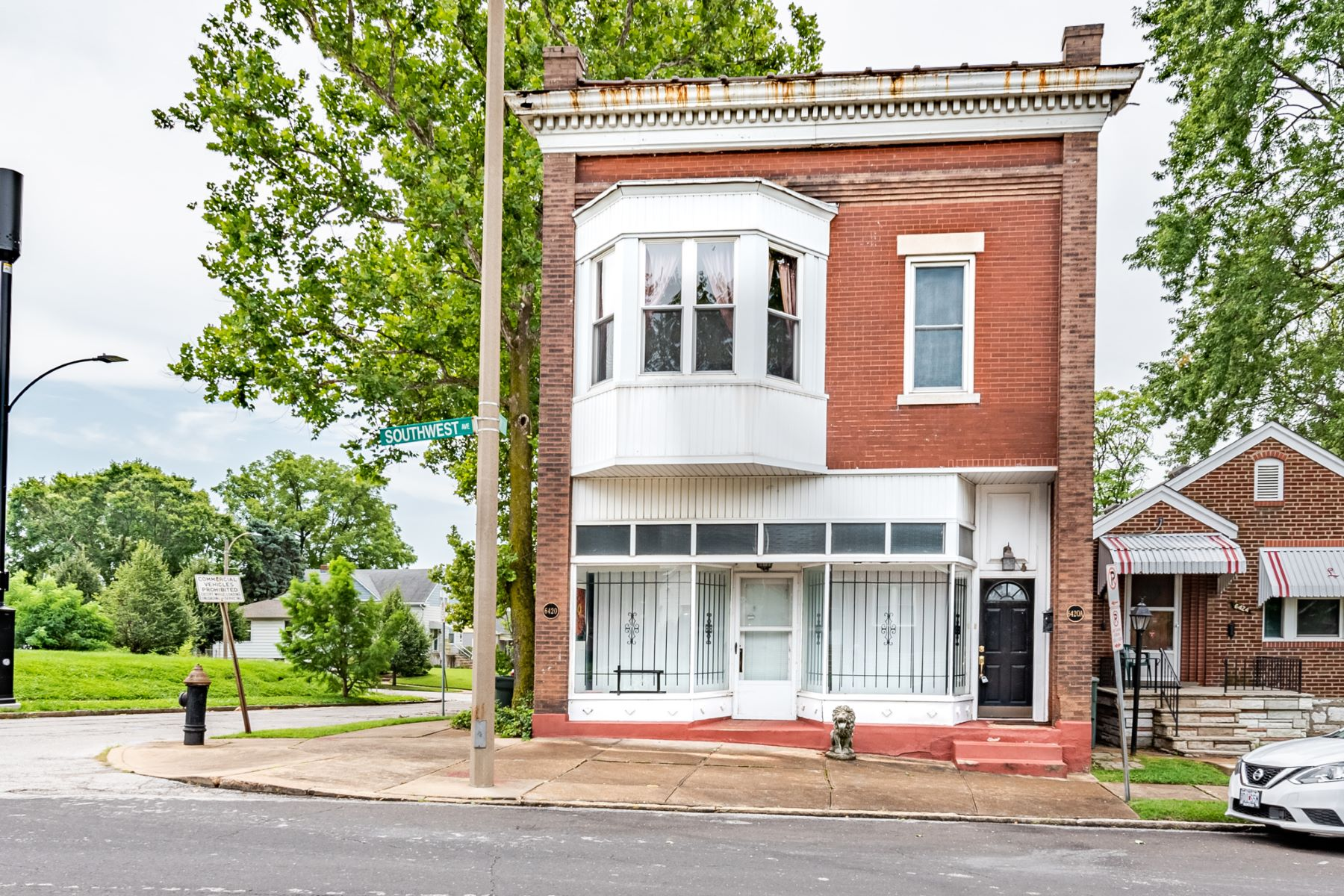 Multi-Family Homes for Sale at Mixed Use in South City 6420 Southwest Avenue St. Louis, Missouri 63139 United States