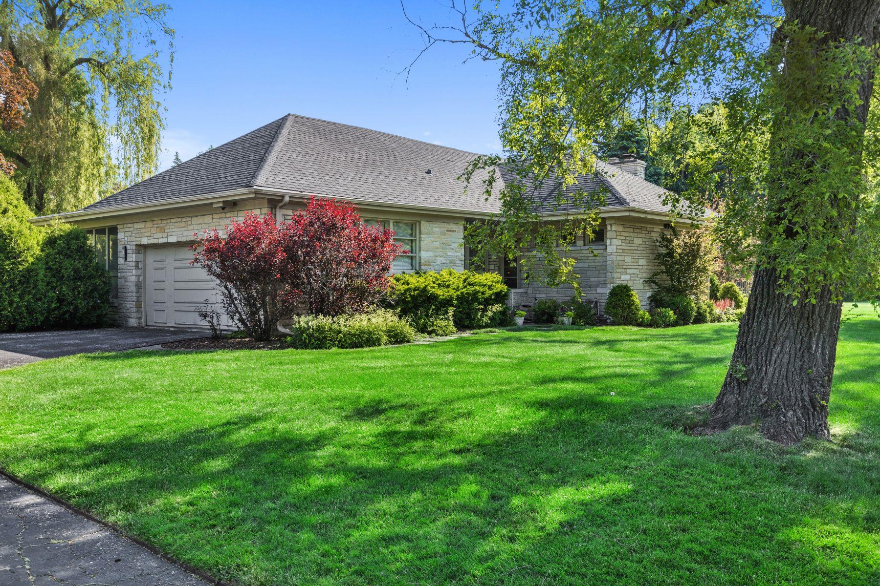 Single Family Homes para Venda às Fabulous Location 678 Sheridan Road, Wilmette, Illinois 60091 Estados Unidos
