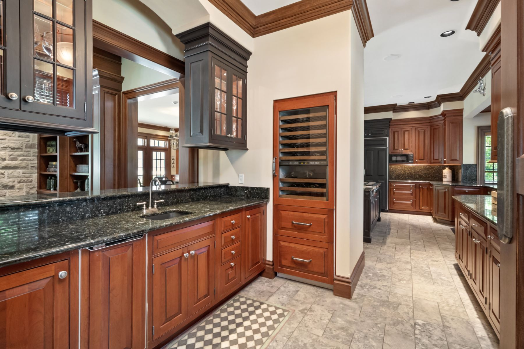 Additional photo for property listing at Private Retreat in the Heart of Ladue 31 Somerset Downs Drive St. Louis, Missouri 63124 United States