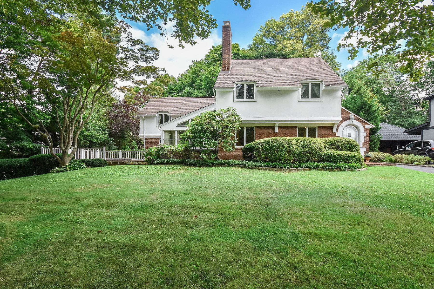 Single Family Homes for Active at 5 Crescent Road, Port Washington, Ny, 11050 5 Crescent Road Port Washington, New York 11050 United States