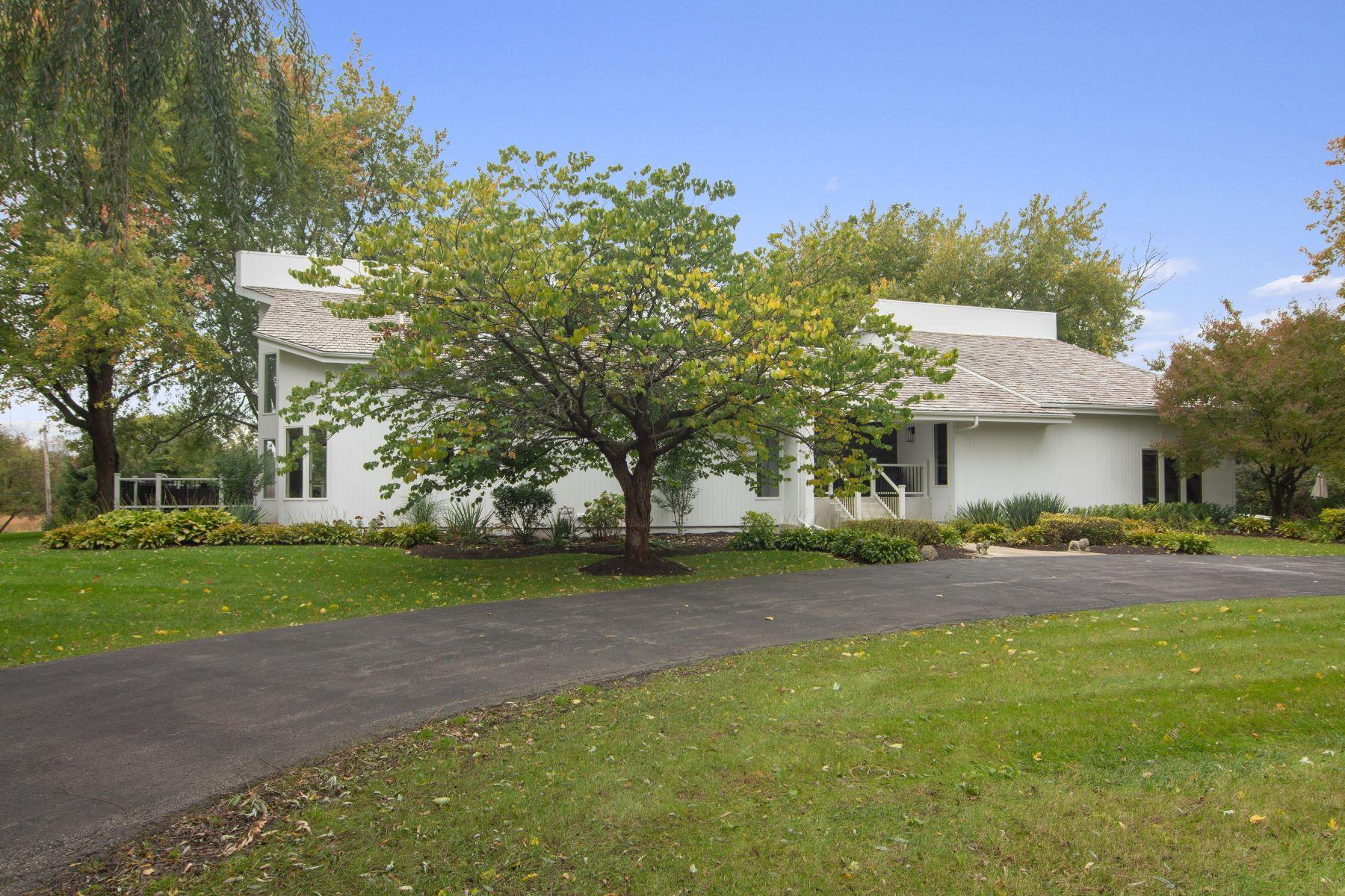 Single Family Homes voor Verkoop op Updated Califonia Contemporary Ranch 108 N Haman Road, Inverness, Illinois 60010 Verenigde Staten