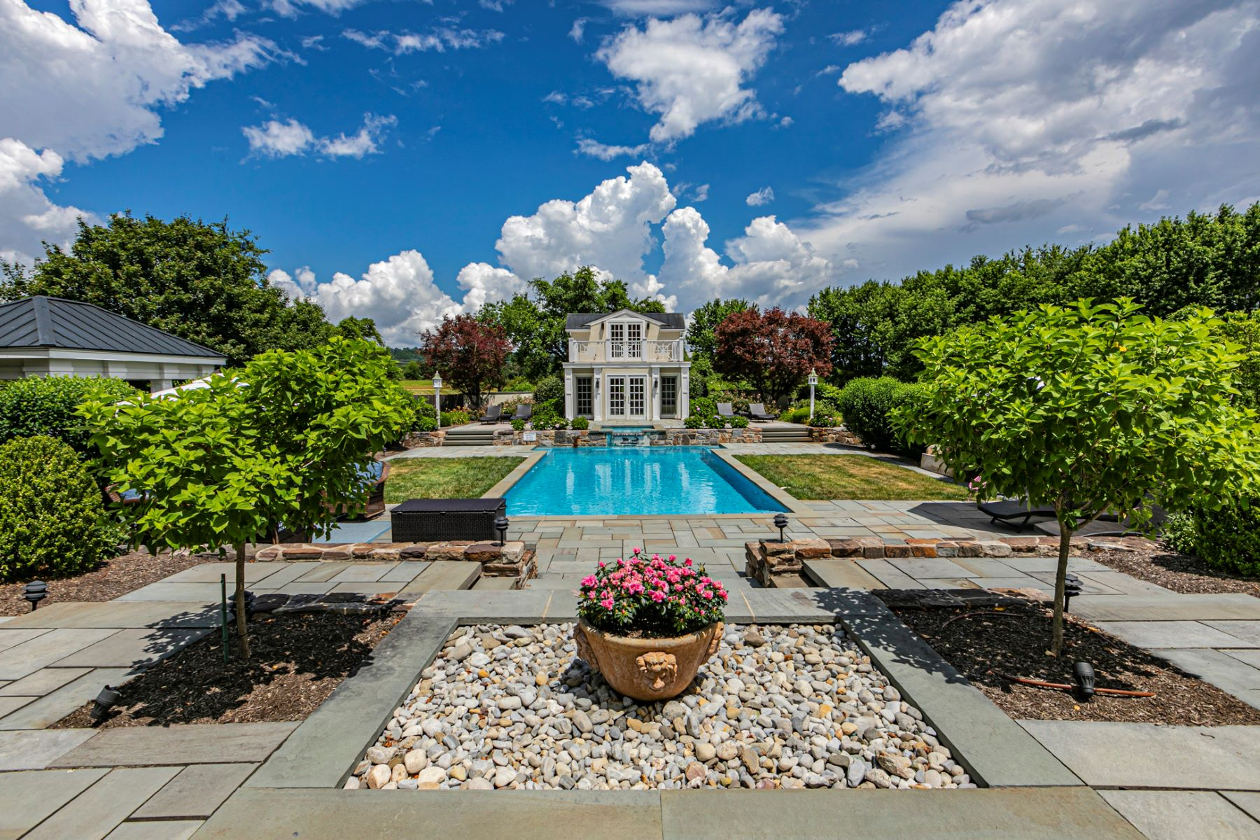 Additional photo for property listing at As Pretty & Restful As A Martha's Vineyard Estate 4 Benson Lane, Skillman, New Jersey 08558 United States