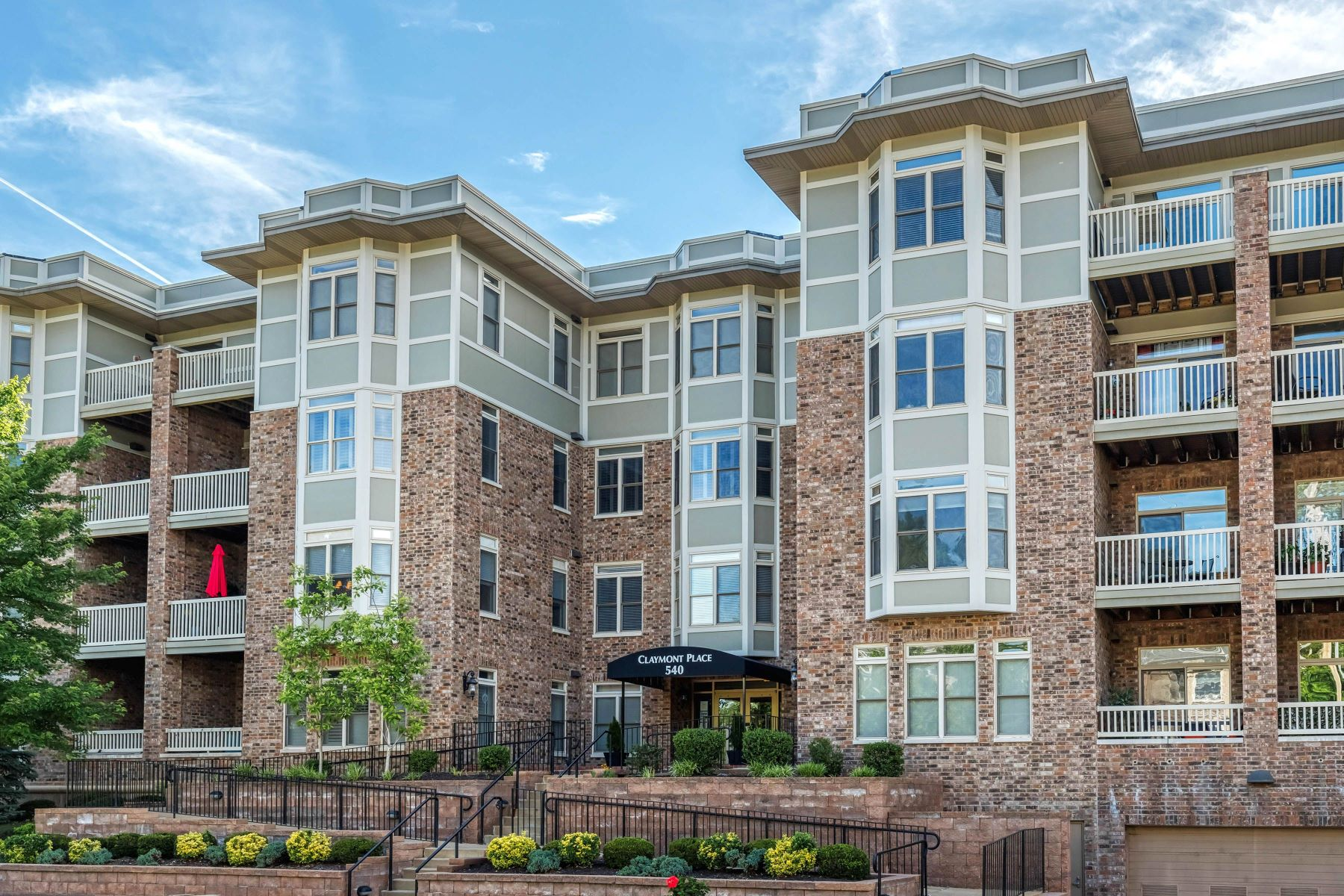 Condominiums for Sale at Popular Claymont Place Condominium 540 North and South Road, #104 University City, Missouri 63130 United States