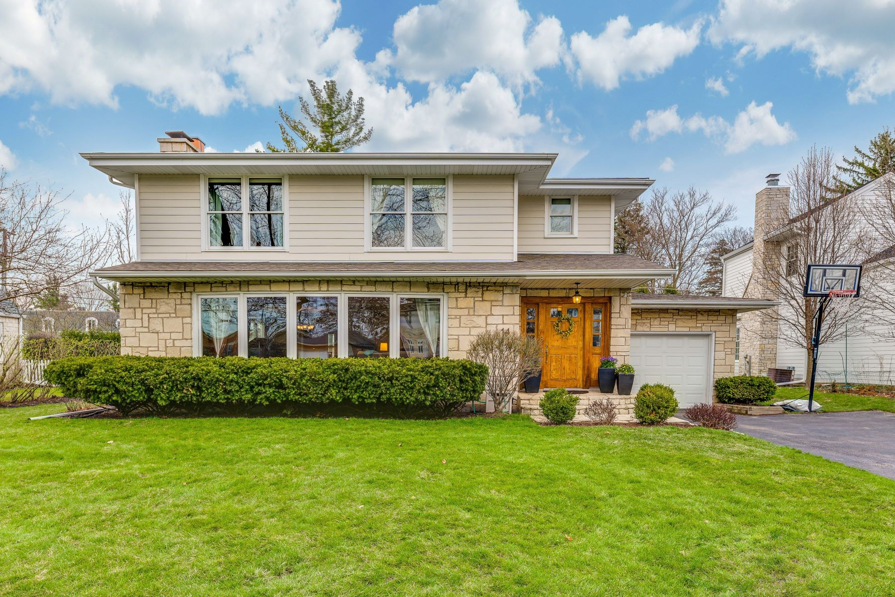 Single Family Home for Sale at The One You've Been Waiting For! 14 Briar Road Golf, Illinois 60029 United States