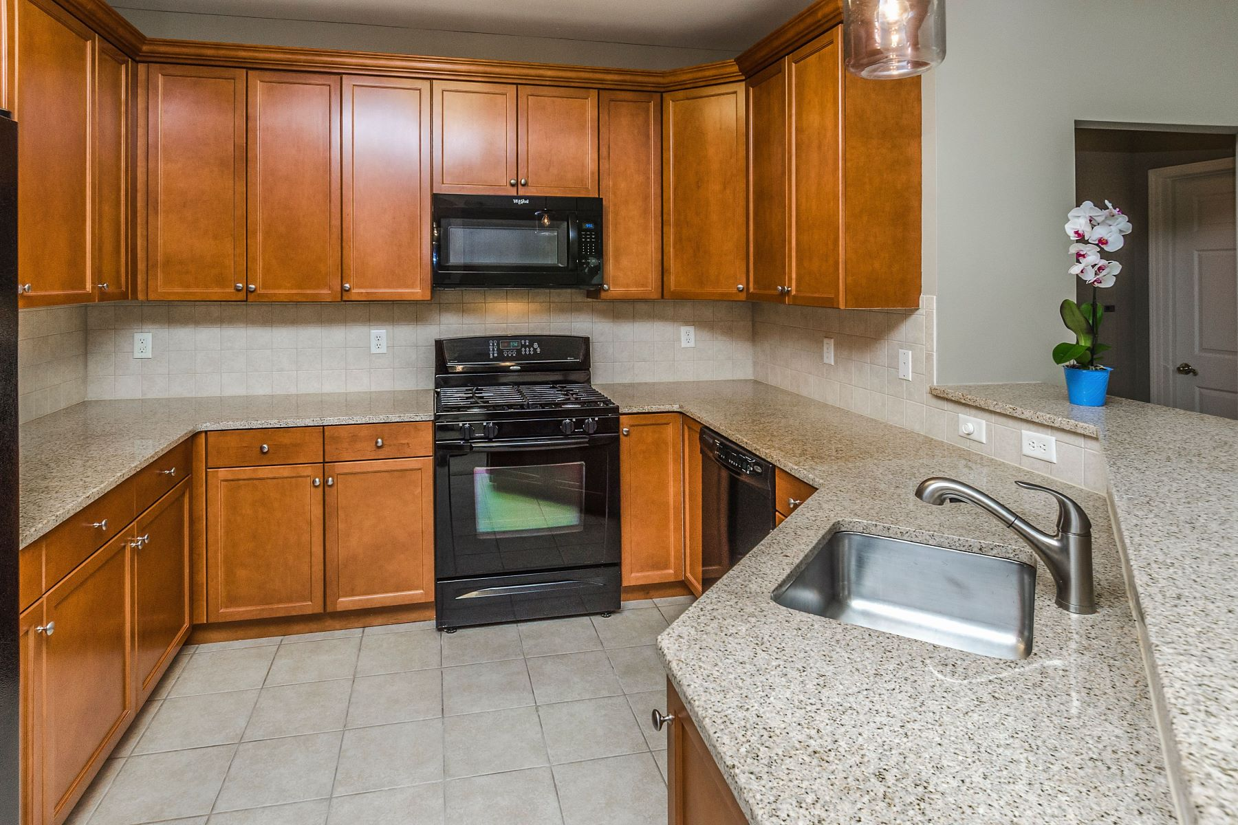 Additional photo for property listing at Updated Madison Unit in Move-in condition 336 Masterson Court, Ewing, New Jersey 08618 United States