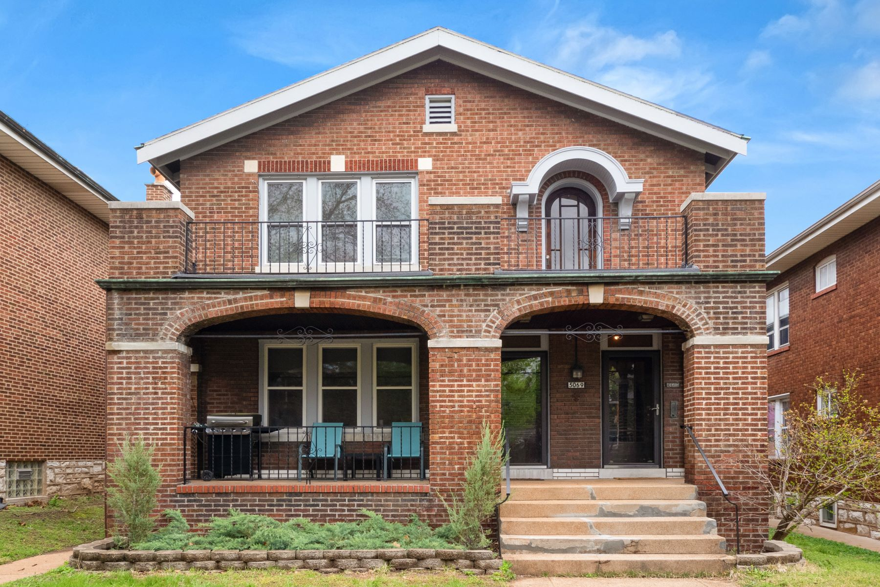 Multi-Family Homes for Sale at Stylish and Retro Chic Duplex 5069 Tholozan Avenue St. Louis, Missouri 63109 United States