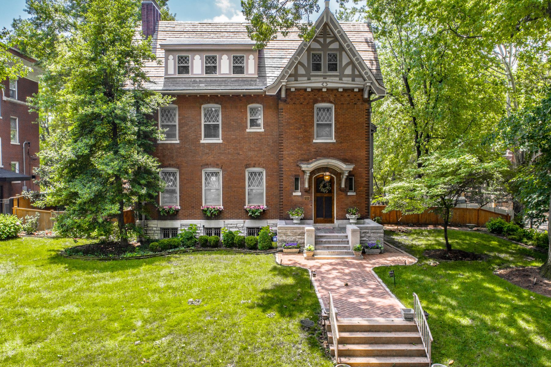Single Family Homes for Sale at Stately Central West End home designed in 1909 by Louis Spiering 48 Washington Terrace St. Louis, Missouri 63112 United States