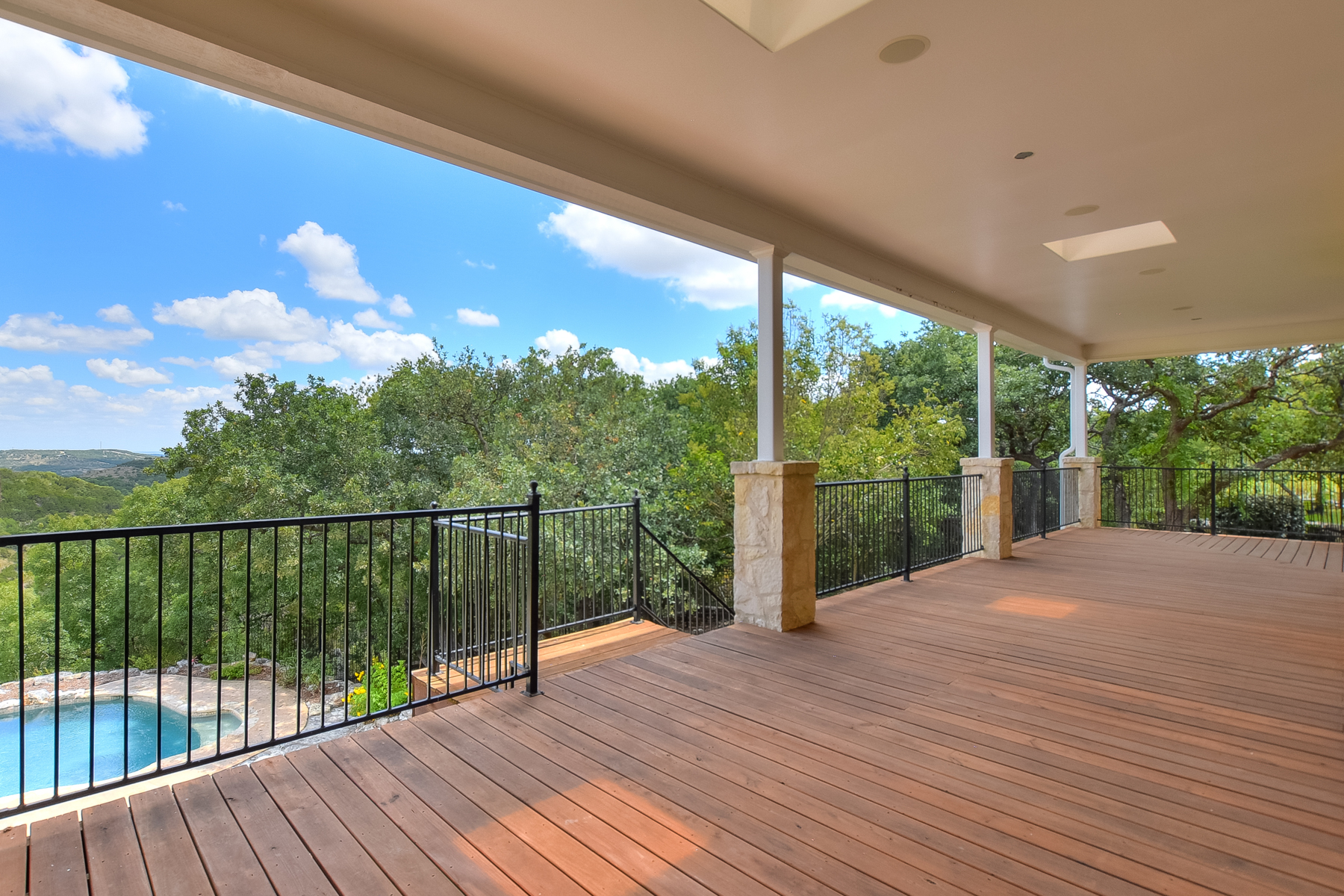 Additional photo for property listing at Gorgeous Views in Tapatio Springs 125 Paradise Point Dr Boerne, Texas 78006 United States