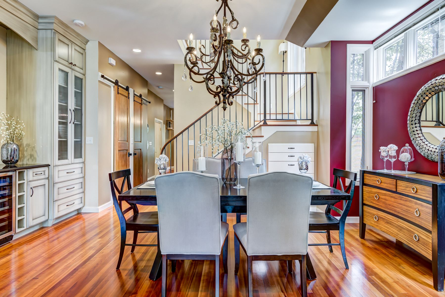 Additional photo for property listing at Sophisticated townhome in the heart of Clayton. 340 North Central Avenue St. Louis, Missouri 63105 United States