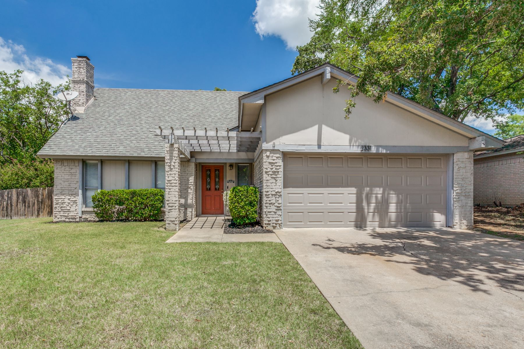 Single Family Homes for Sale at Home Run in Arlington! 2331 Lucas Drive Arlington, Texas 76015 United States
