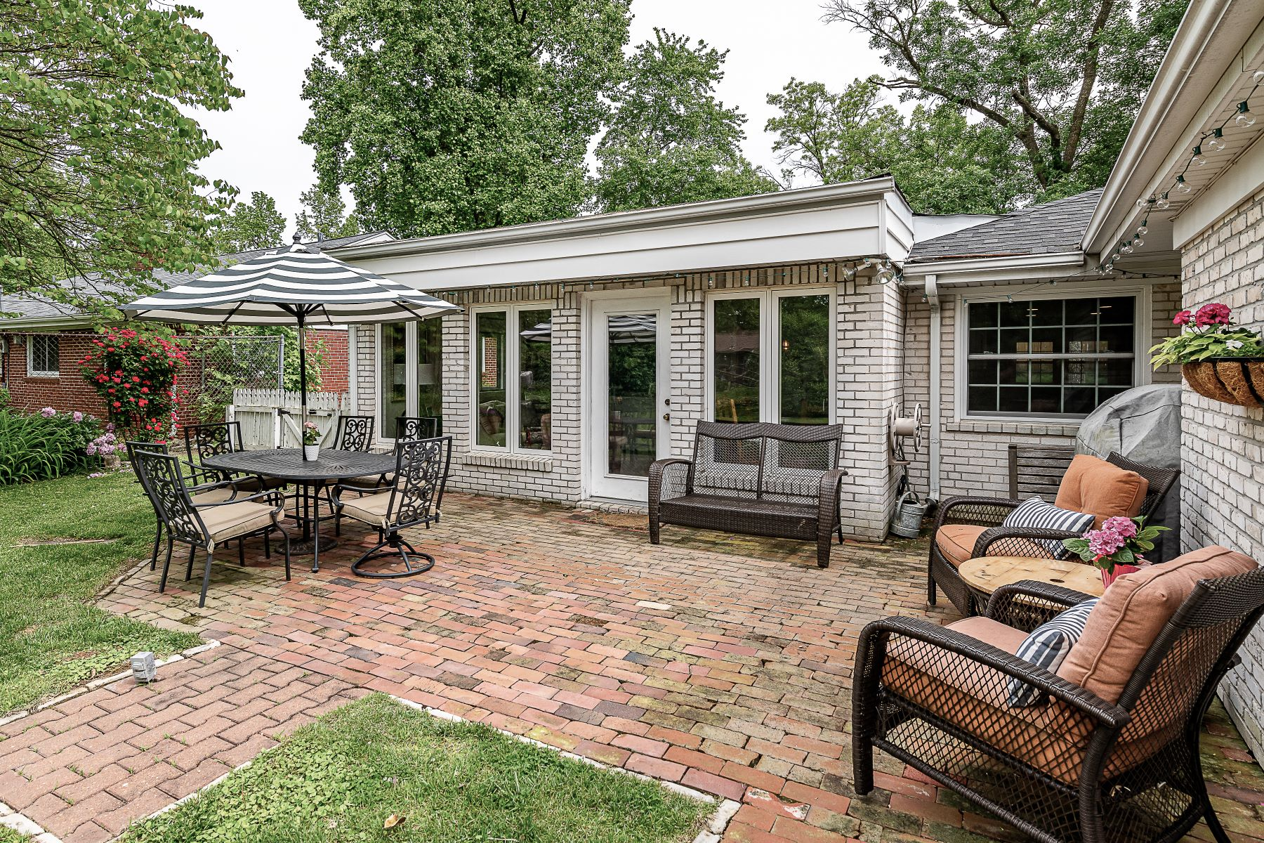 Additional photo for property listing at Beautifully Updated Warson Woods Ranch 47 Ridgeline Drive Warson Woods, Missouri 63122 United States