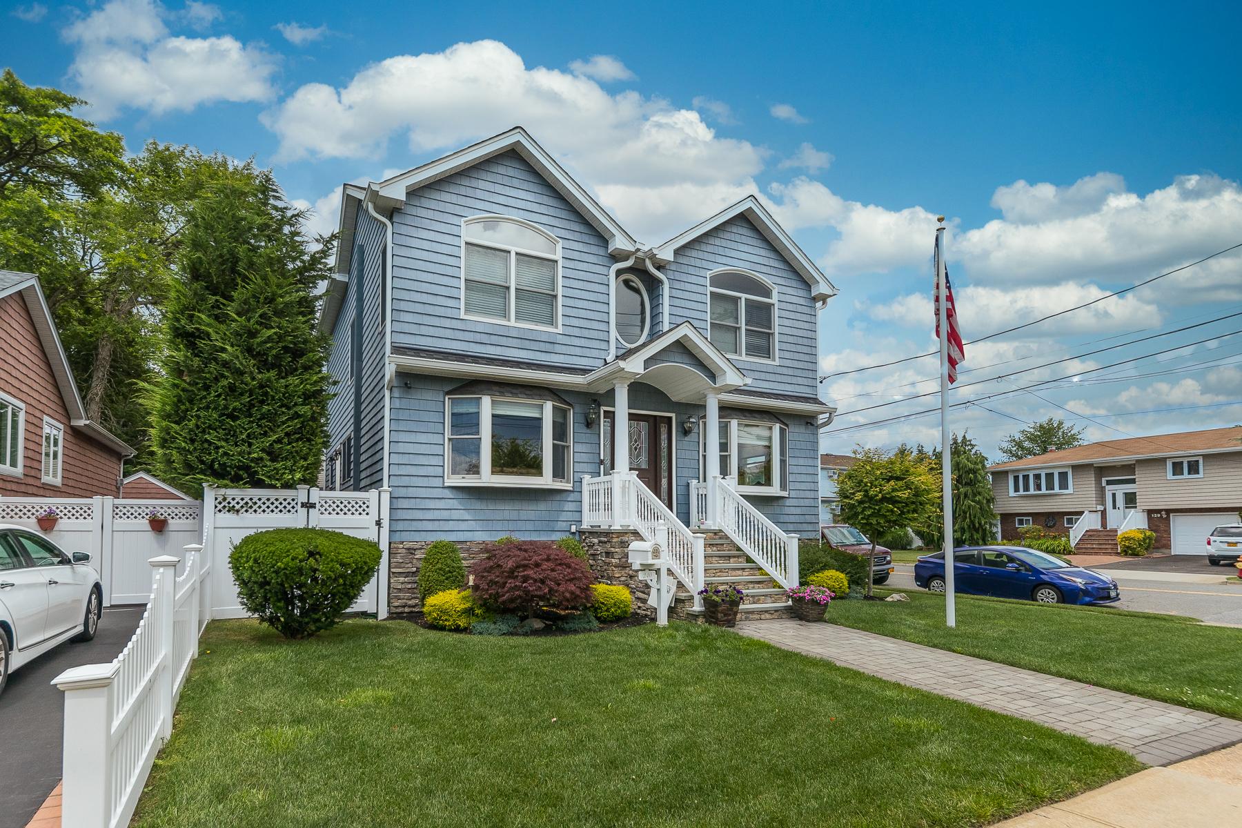 Single Family Homes 為 出售 在 240 Division Avenue, Massapequa, Ny, 11758 Massapequa, 纽约 11758 美國
