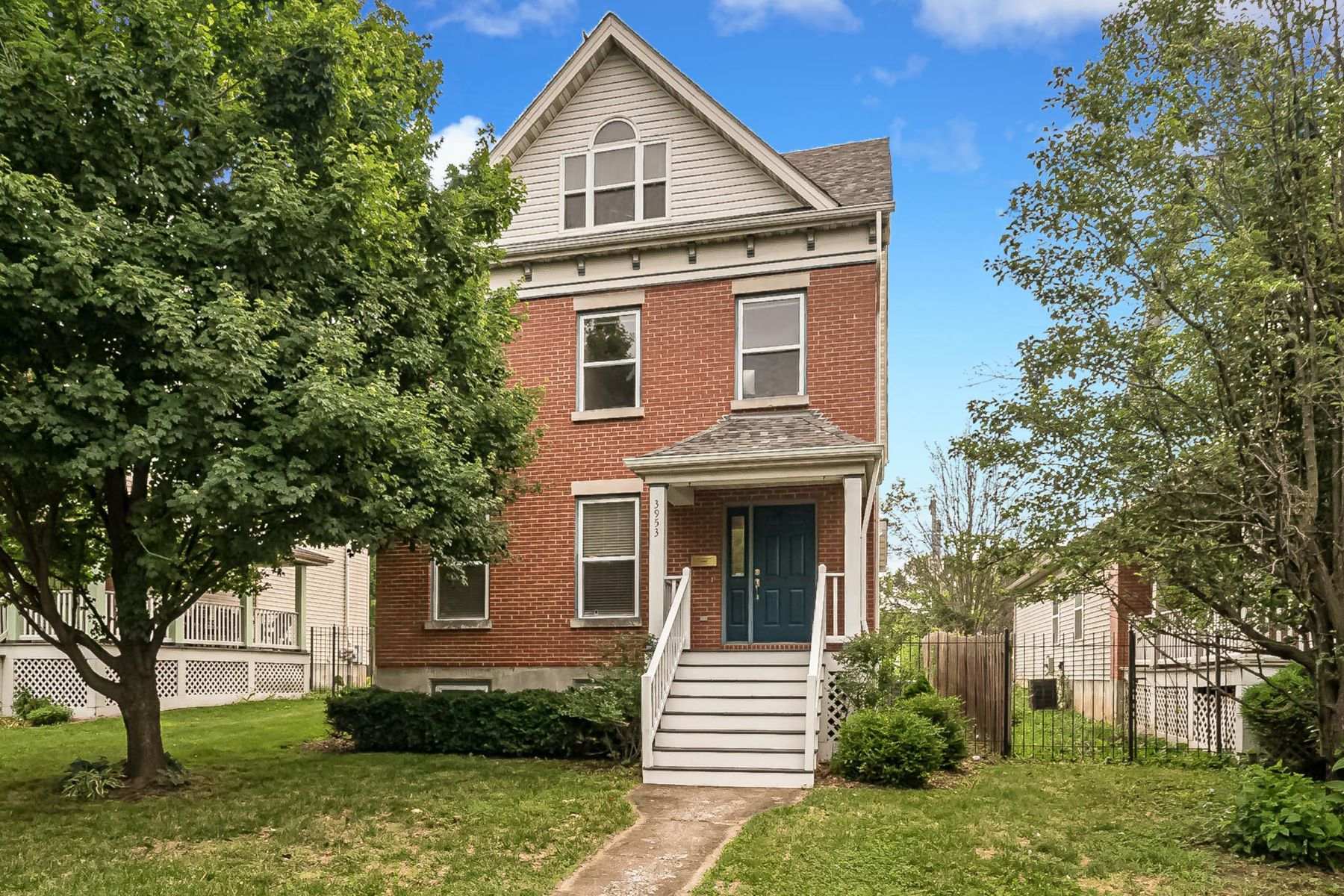 Single Family Homes for Sale at Newer 2 1/2 Story in a Hot Neighborhood! 3953 Westminster Place St. Louis, Missouri 63108 United States