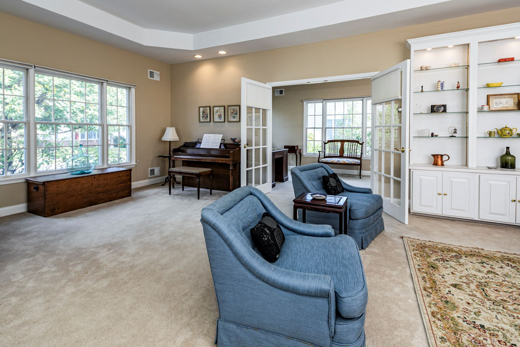 Additional photo for property listing at Super Sunny Oxford Model Boasts the Best Location 3 Jasmine Way, Princeton, New Jersey 08540 Hoa Kỳ