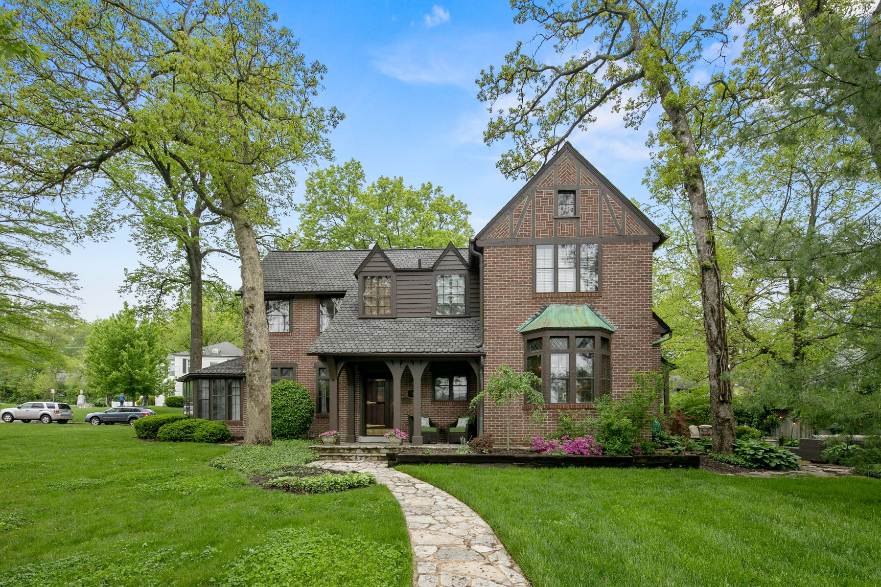Single Family Home for Sale at A Stone's Throw from Algonquin Country Club! 33 Algonquin Wood St. Louis, Missouri 63122 United States