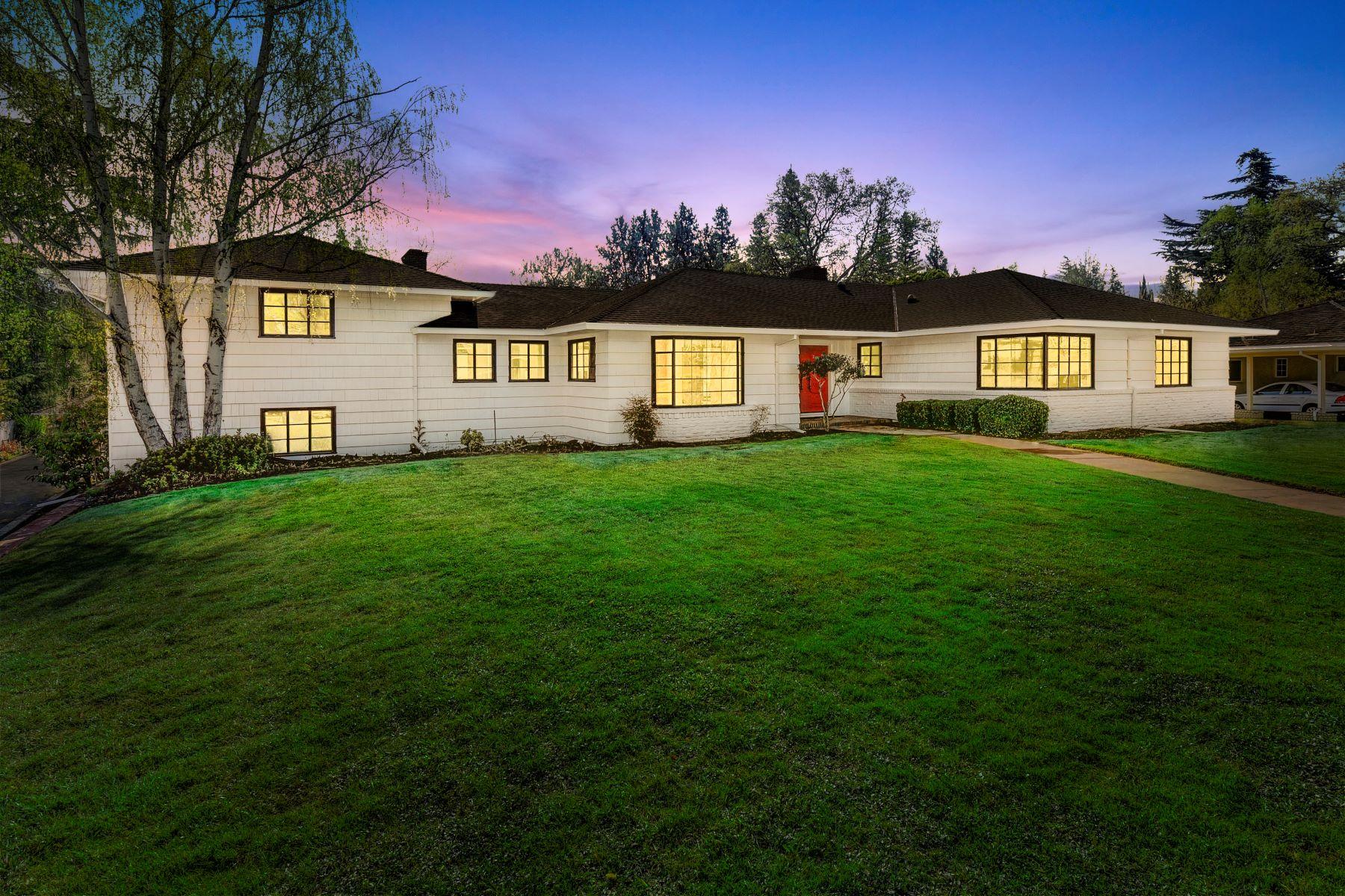 Single Family Homes por un Venta en 760 San Ramon Way, Sacramento, CA 95864 760 San Ramon Way Sacramento, California 95864 Estados Unidos
