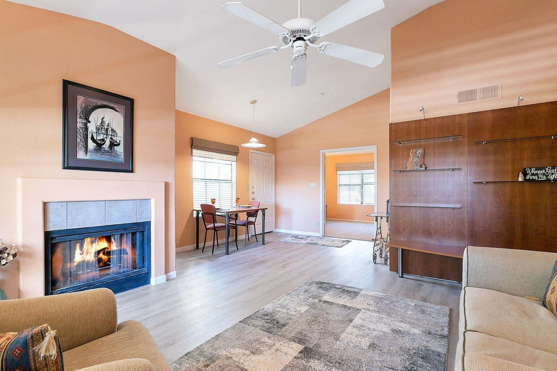Apartments por un Venta en Mariposa Scottsdale Condominiums 6885 E COCHISE RD 219 Paradise Valley, Arizona 85253 Estados Unidos