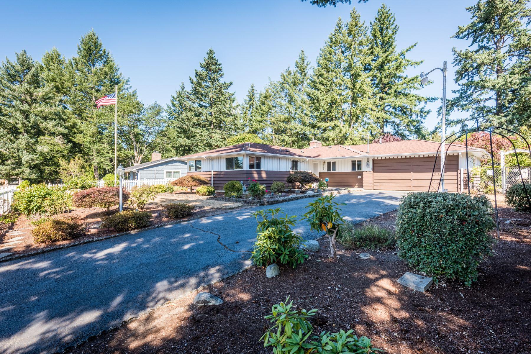 Single Family Homes por un Venta en 9911 116th St SW , Tacoma, WA 98498 9911 116th St SW Tacoma, Washington 98498 Estados Unidos