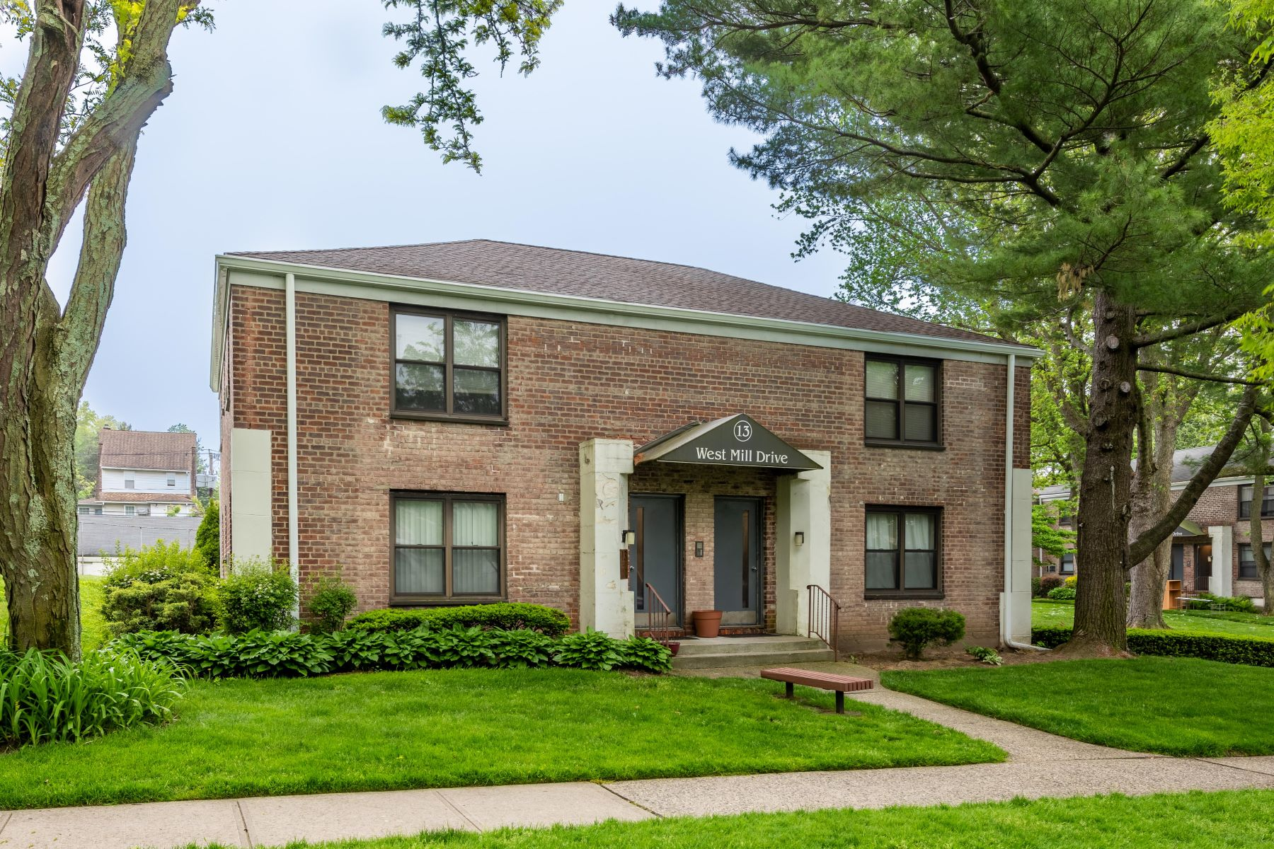 Co-op Properties for Sale at Great Neck 13 West Mill Drive , 4A Great Neck, New York 11021 United States