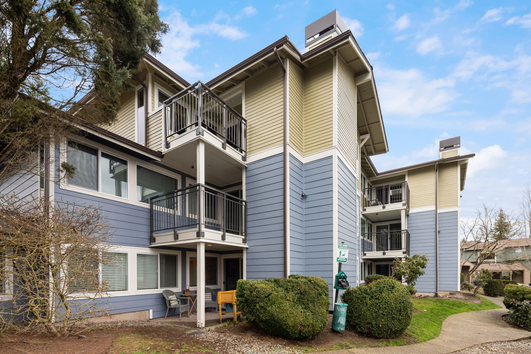 Condominiums for Sale at 7581 Old Redmond Rd #1, Redmond, WA 98052 7581 Old Redmond Rd #1 Redmond, Washington 98052 United States