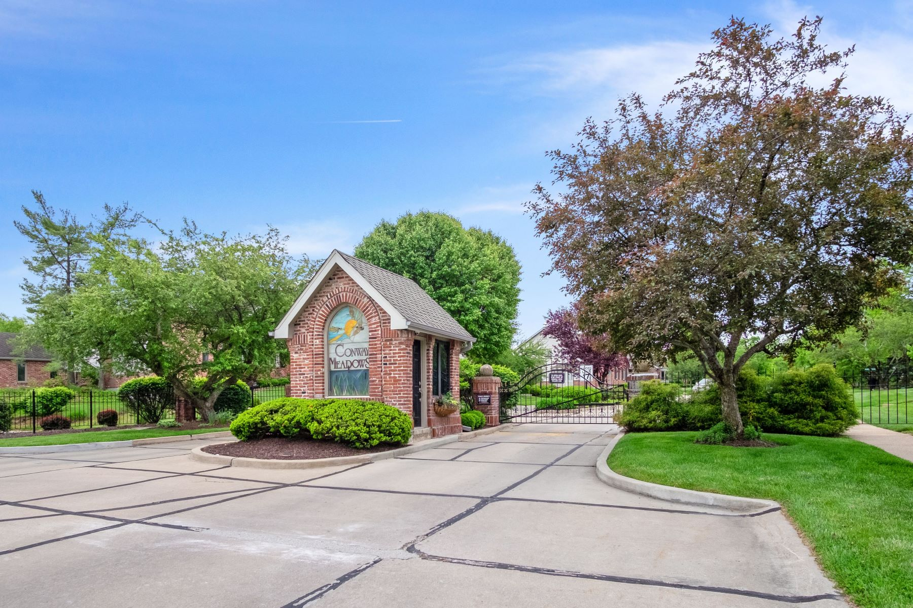 Additional photo for property listing at Beautifully renovated 2 story villa in prestigious Conway Meadows! 458 Conway Meadows Drive Chesterfield, Missouri 63017 United States