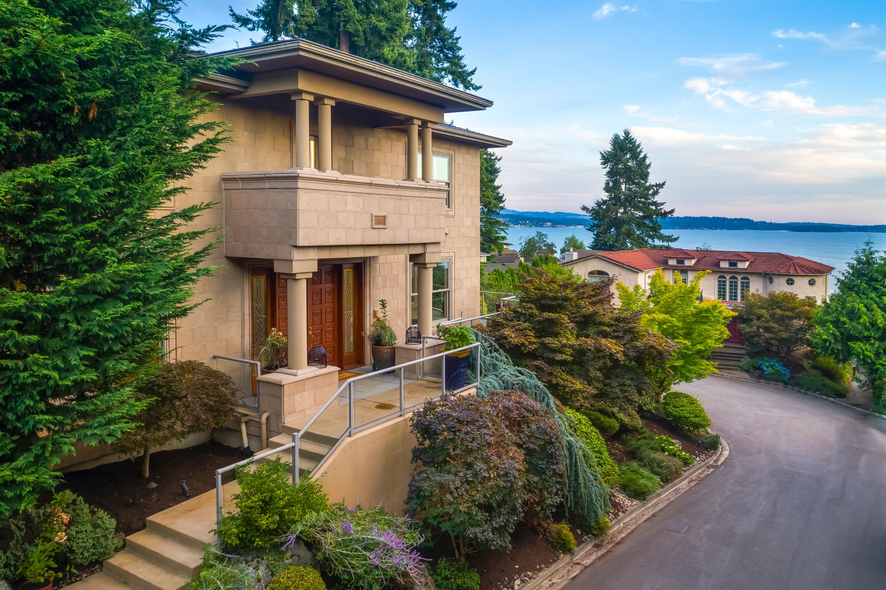 Single Family Homes for Sale at 7943 NE 112th St, Kirkland, WA 98034 7943 NE 112th St Kirkland, Washington 98034 United States