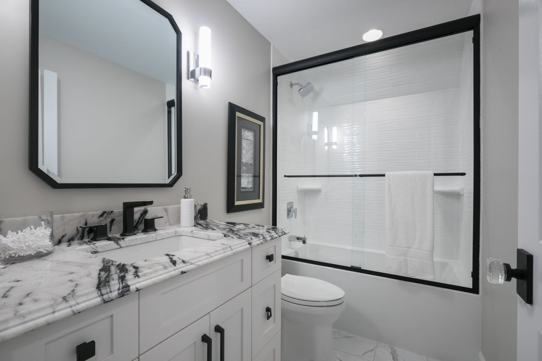Additional photo for property listing at Beautiful New Construction 48 Williamsburg Road Creve Coeur, Missouri 63141 United States