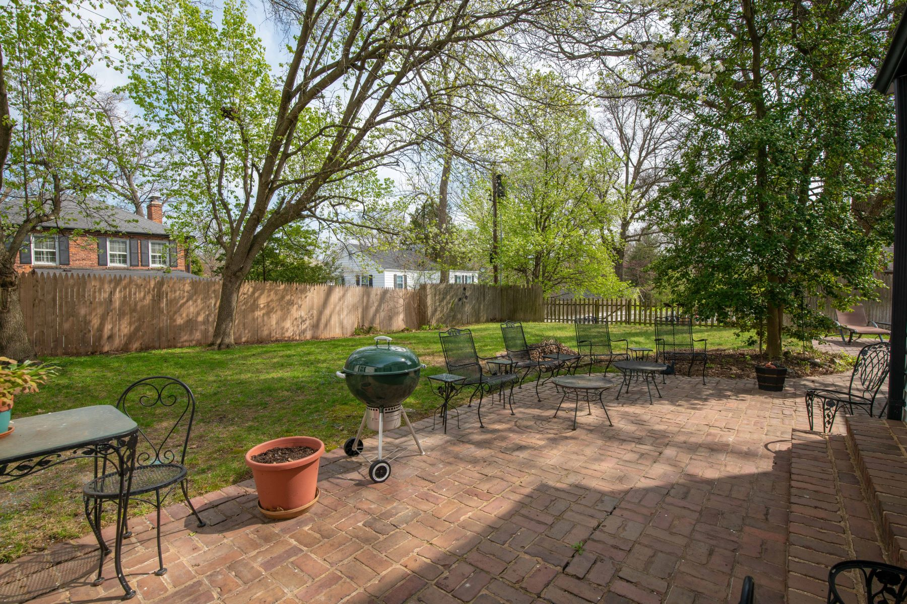 Additional photo for property listing at Incredible Opportunity in Ladue! 8967 Ladue Road Ladue, Missouri 63124 United States