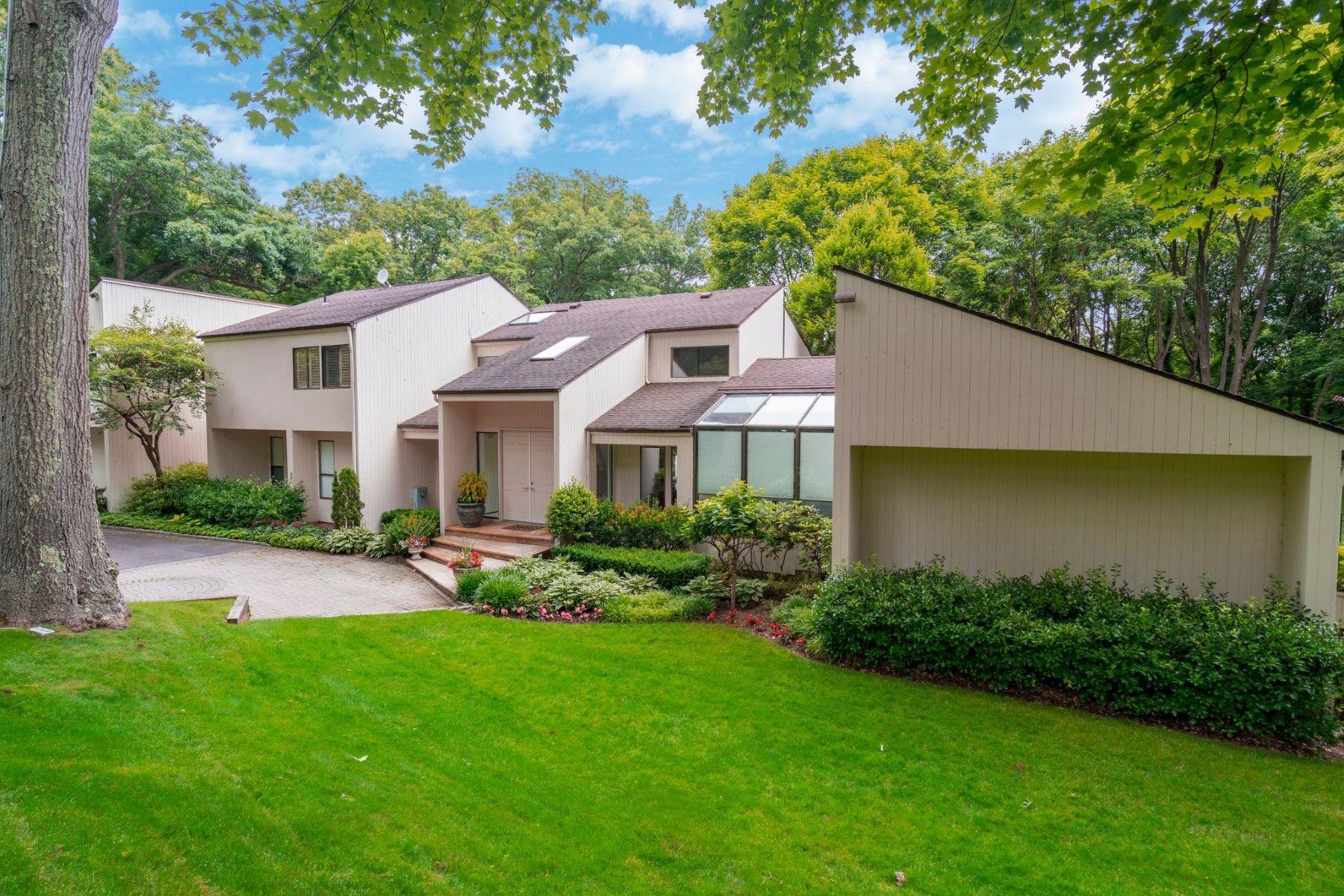 Single Family Homes 為 出售 在 Brookville 8 Brook Lane, Brookville, 纽约 11545 美國