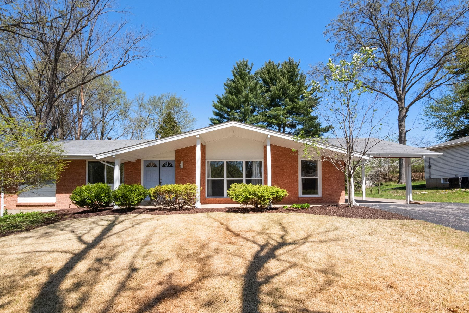 Single Family Home for Sale at Beautiful 3 Bedroom Ranch in Parkway School District 1135 Mackinac Drive St. Louis, Missouri 63146 United States