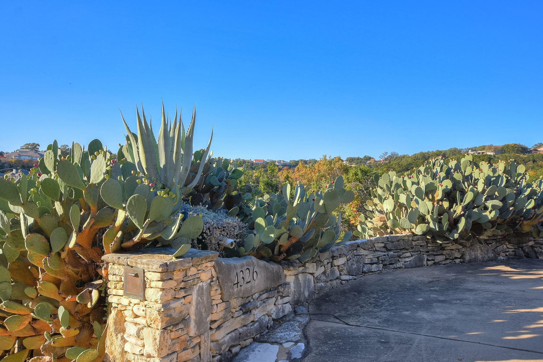 Additional photo for property listing at Gated Community with Unobstructed Canyon Views 4326 Palladio Drive Austin, Texas 78731 United States