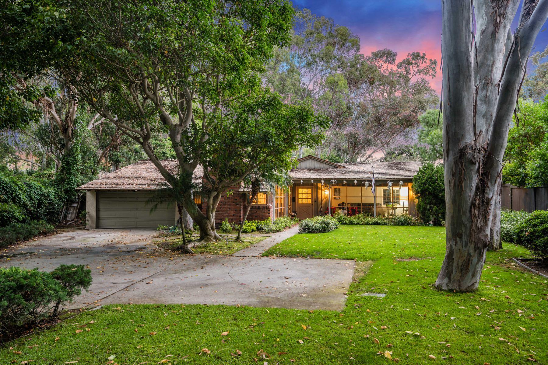 Single Family Homes for Sale at 2915 Vía La Selva, Palos Verdes Estates, CA 90274 2915 Vía La Selva Palos Verdes Estates, California 90274 United States