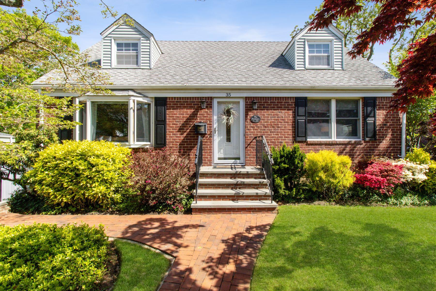 Single Family Homes 為 出售 在 E. Northport 35 Acorn Drive, East Northport, 纽约 11731 美國