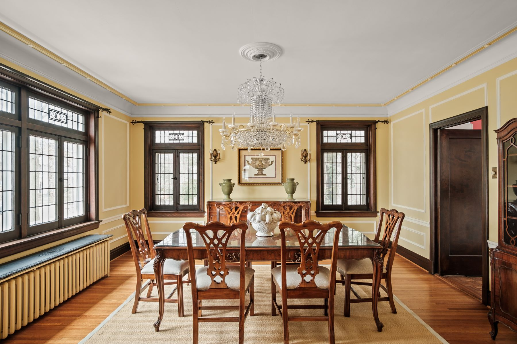 Additional photo for property listing at Coveted University Hills Home with Gorgeous Architecture 7281 Greenway Avenue University City, Missouri 63130 United States