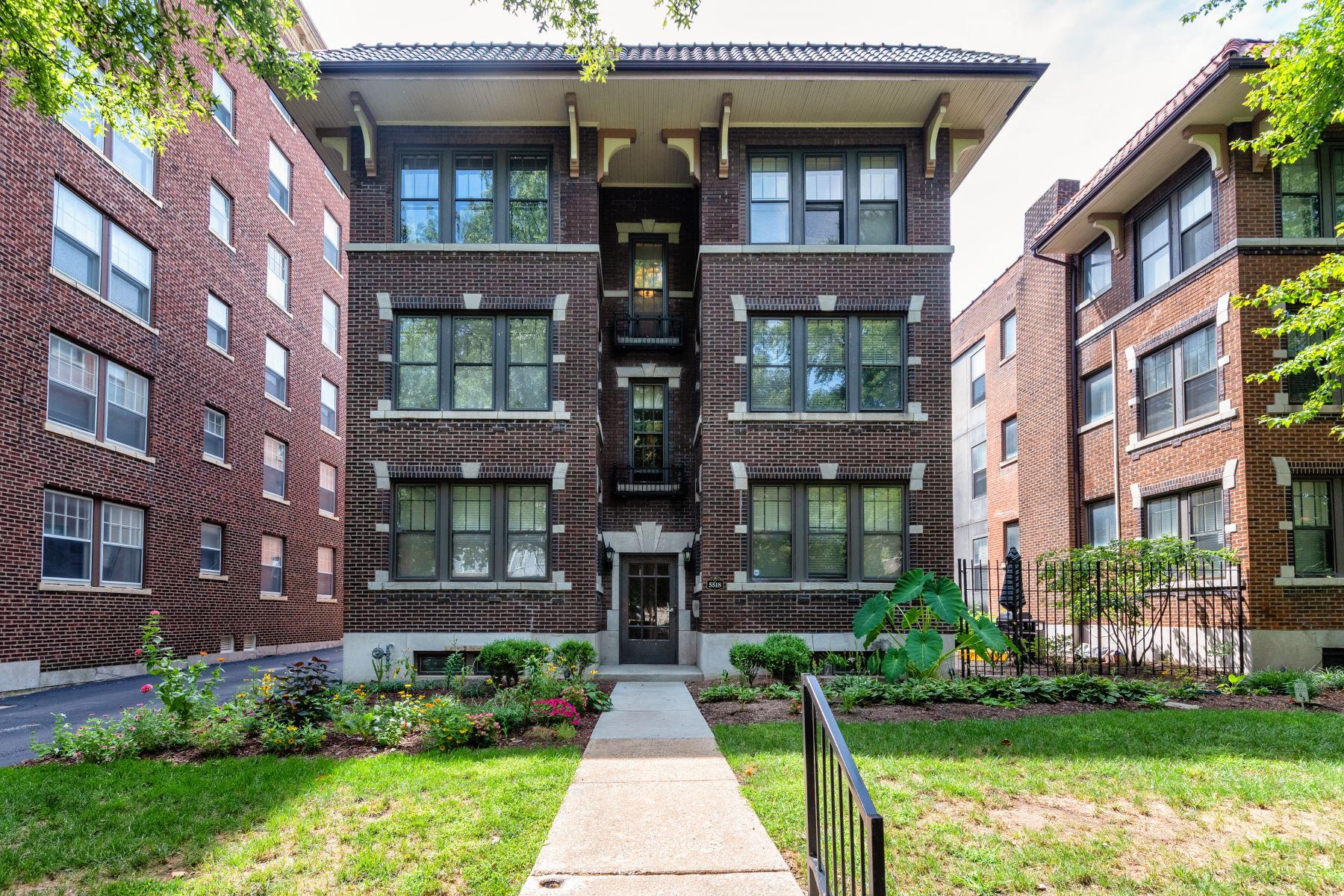 Condominiums for Sale at DeBaliviere Place Condo 5518 Waterman Boulevard #31 St. Louis, Missouri 63112 United States