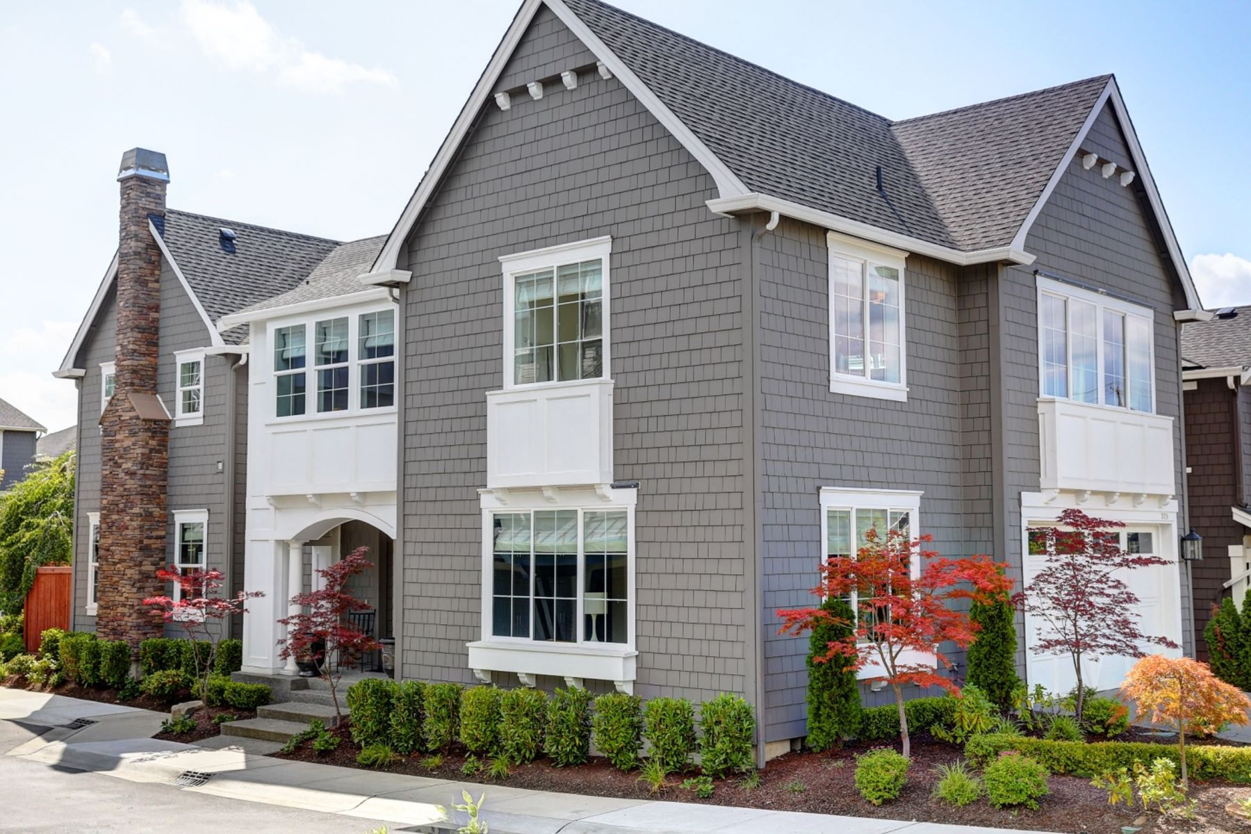 Condominiums for Sale at 325 2nd Ave S Unit #1, Kirkland, WA 98033 325 2nd Ave S Unit #1 Kirkland, Washington 98033 United States