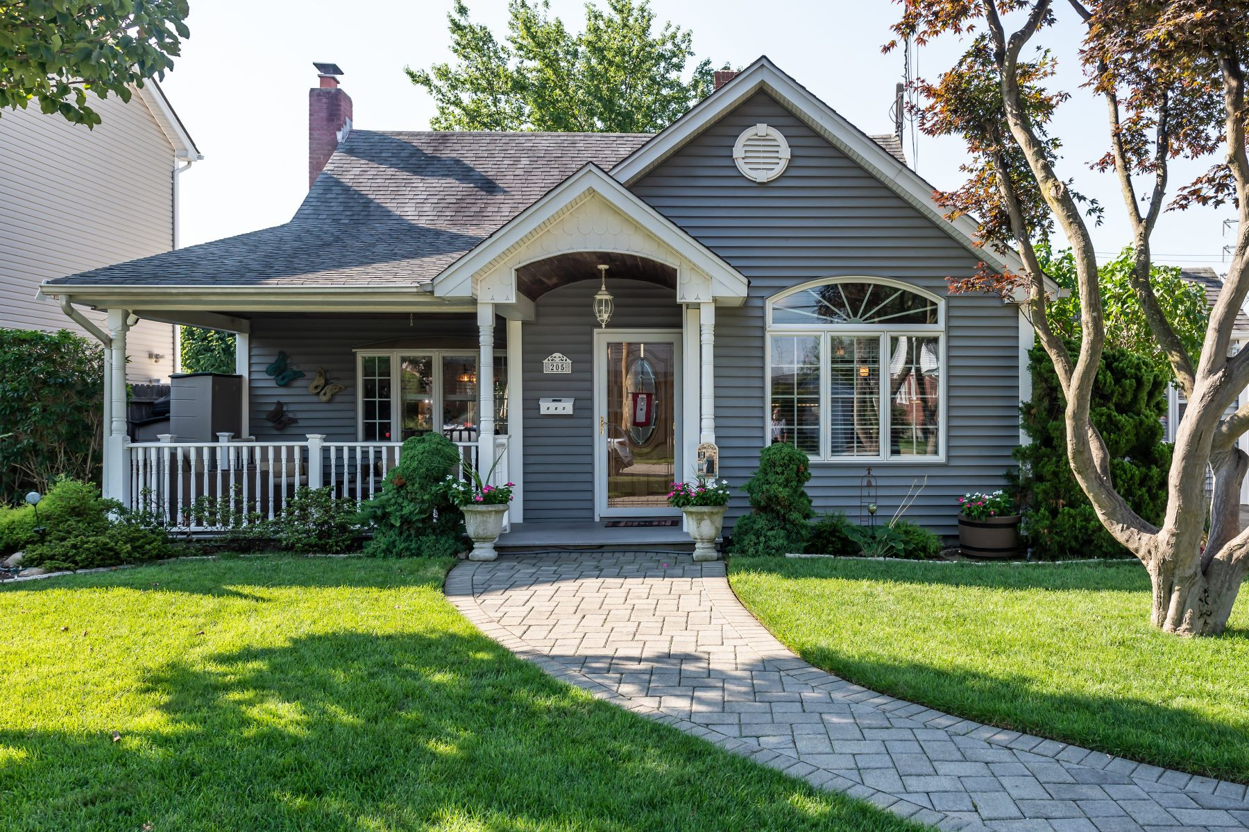 Single Family Homes 為 出售 在 205 Dow Avenue, Carle Place, Ny, 11514 Carle Place, 纽约 11514 美國