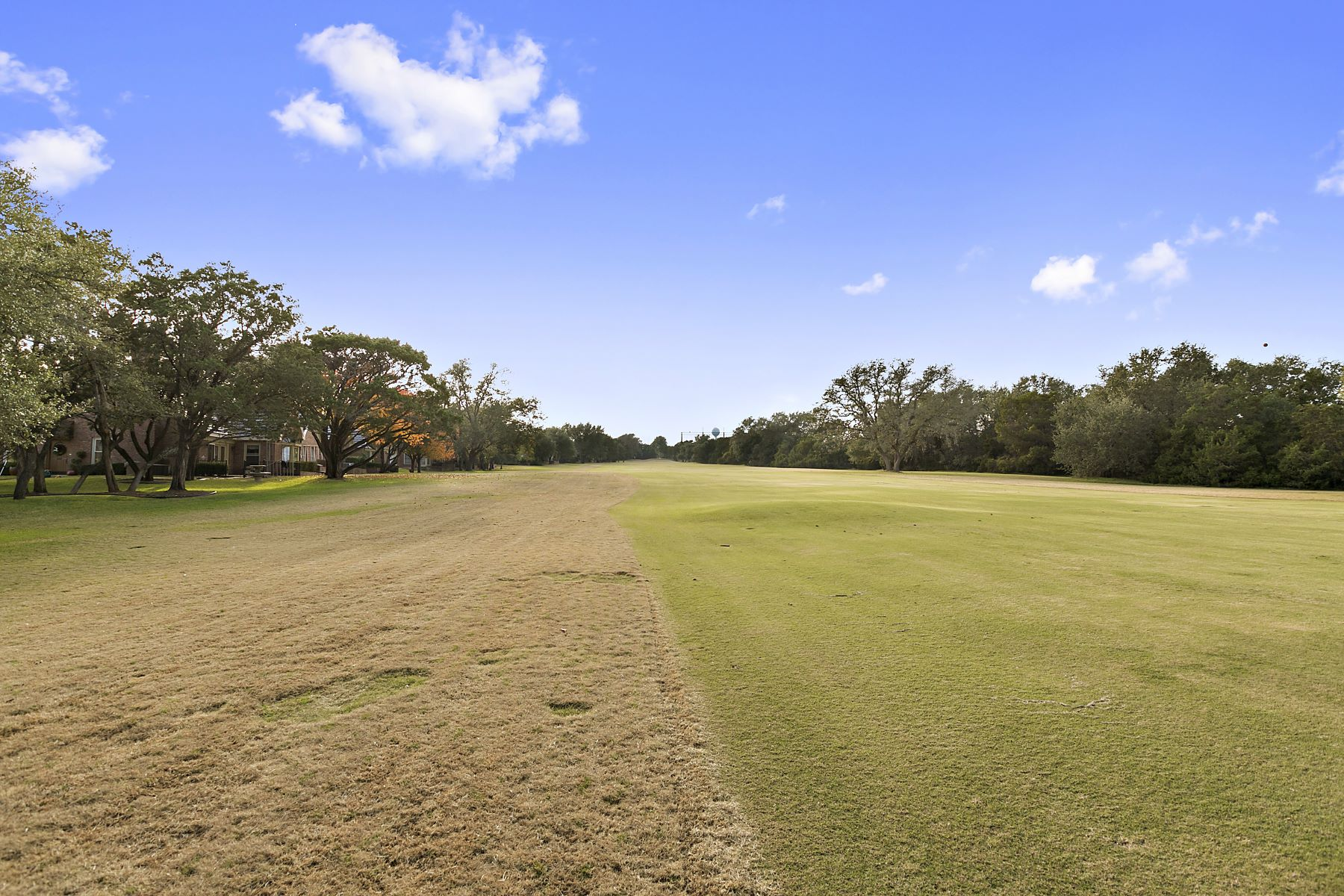 Additional photo for property listing at Single Story Cottage on the Golf Course 28 Tournament Way The Hills, Texas 78738 United States