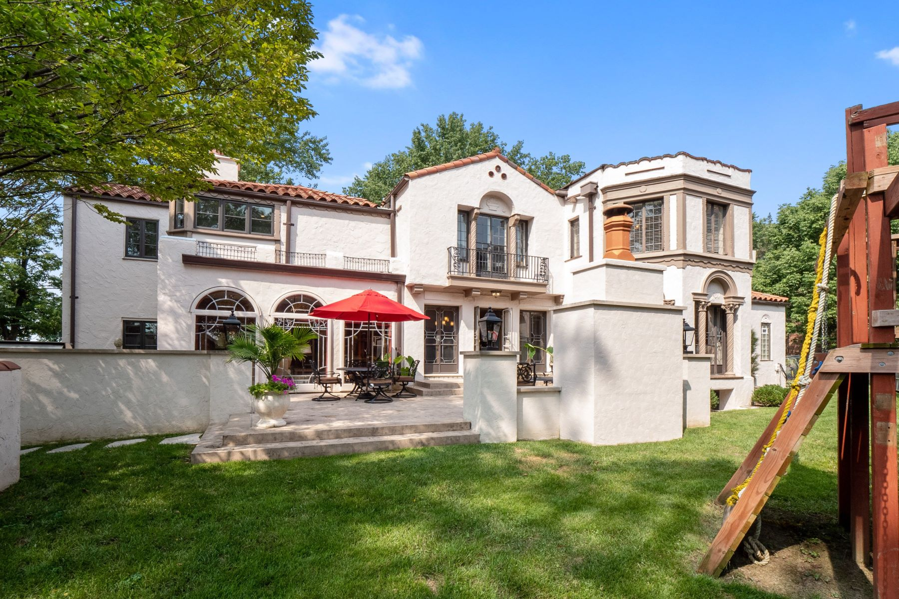 Additional photo for property listing at One-Of-A-Kind Architectural Masterpiece 56 Crestwood Drive Clayton, Missouri 63105 United States