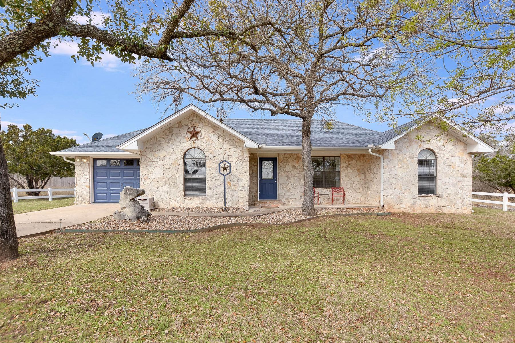 Casa Unifamiliar por un Venta en Updated Tranquility in Horseshoe Bay 1508 Whitetail Road Horseshoe Bay, Texas 78657 Estados Unidos